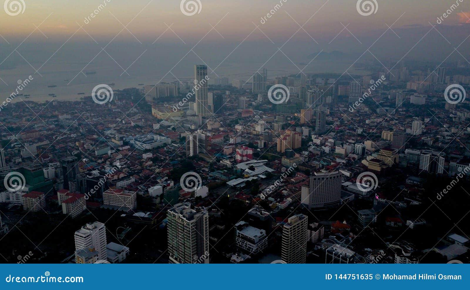 Красивый вид с воздуха городского пейзажа ландшафта Penang Малайзии