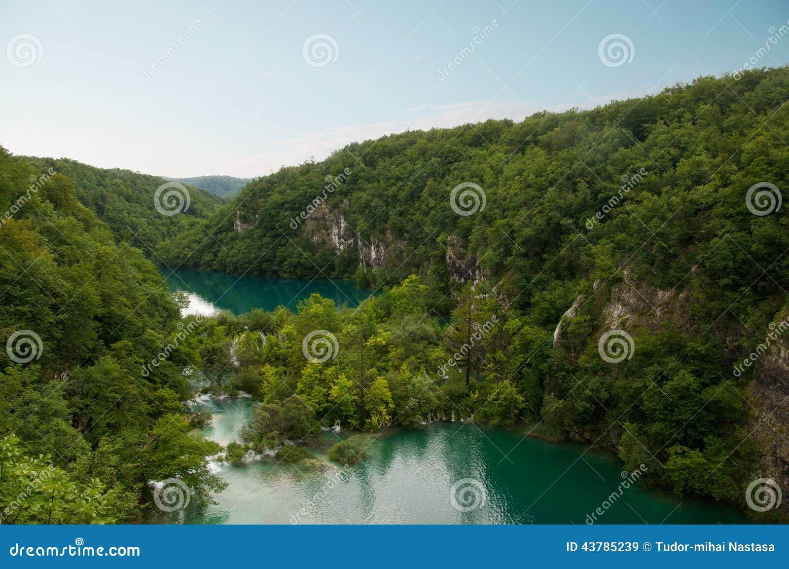 Красивый вид озер в национальном парке ka  PlitviÄ, Хорватии