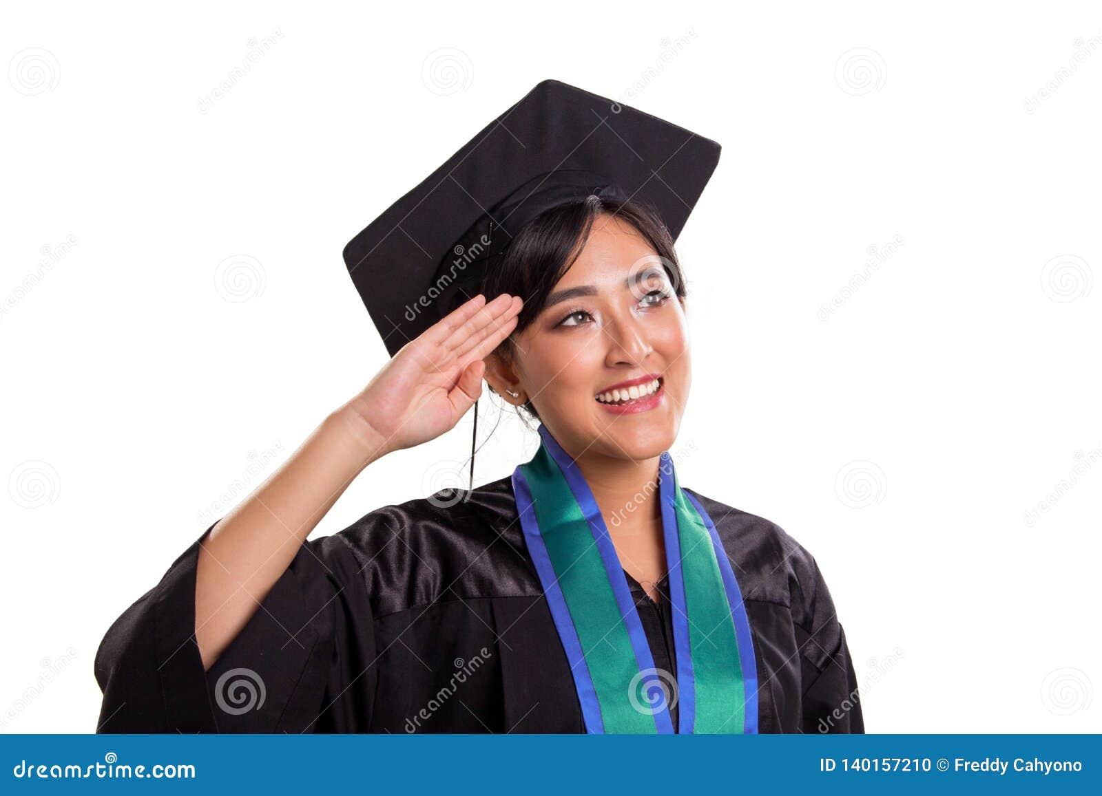 Красивый жест салюта руки аспиранта косой, изолированный на белизне