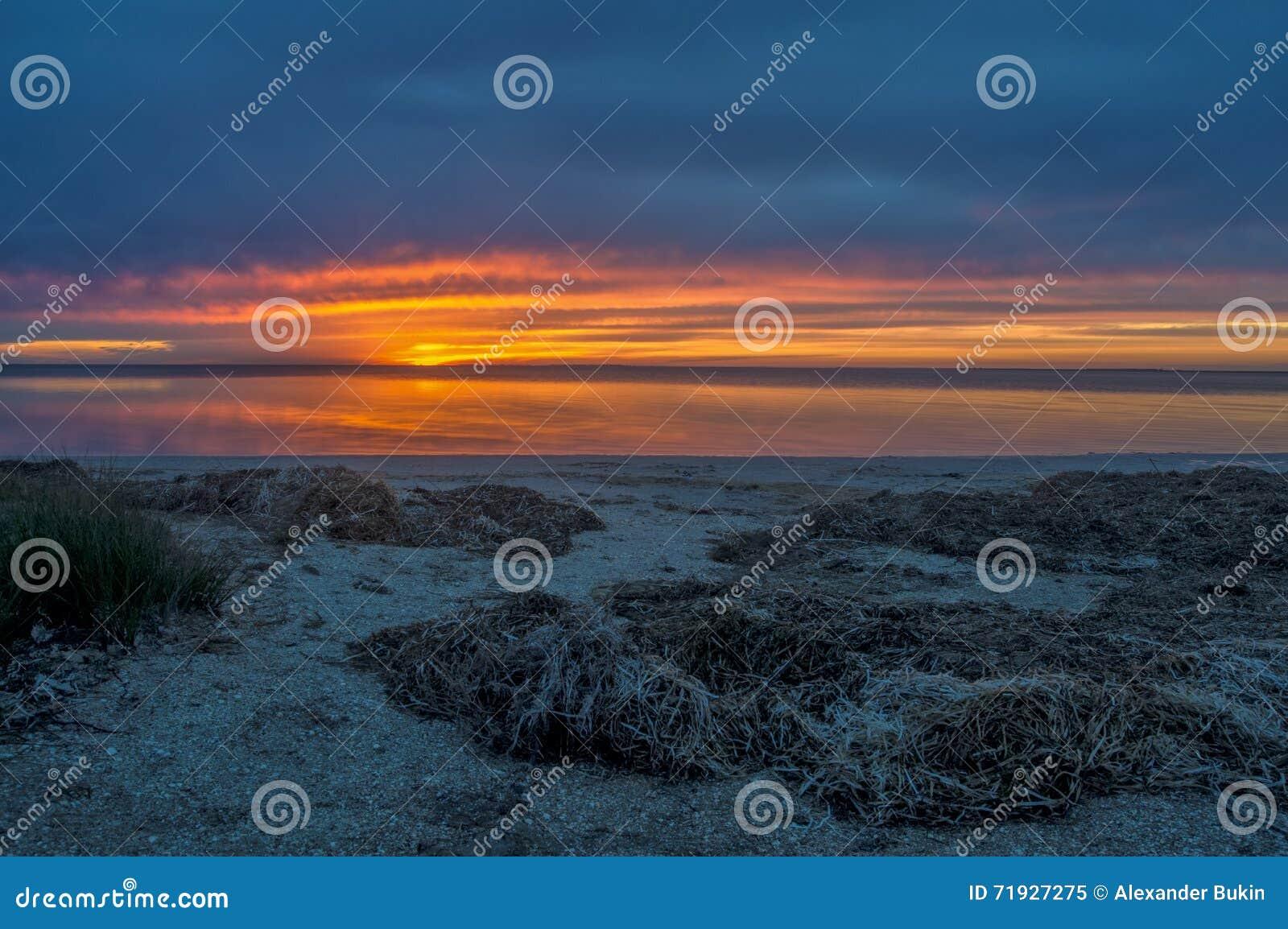 Красивый заход солнца, twilight море
