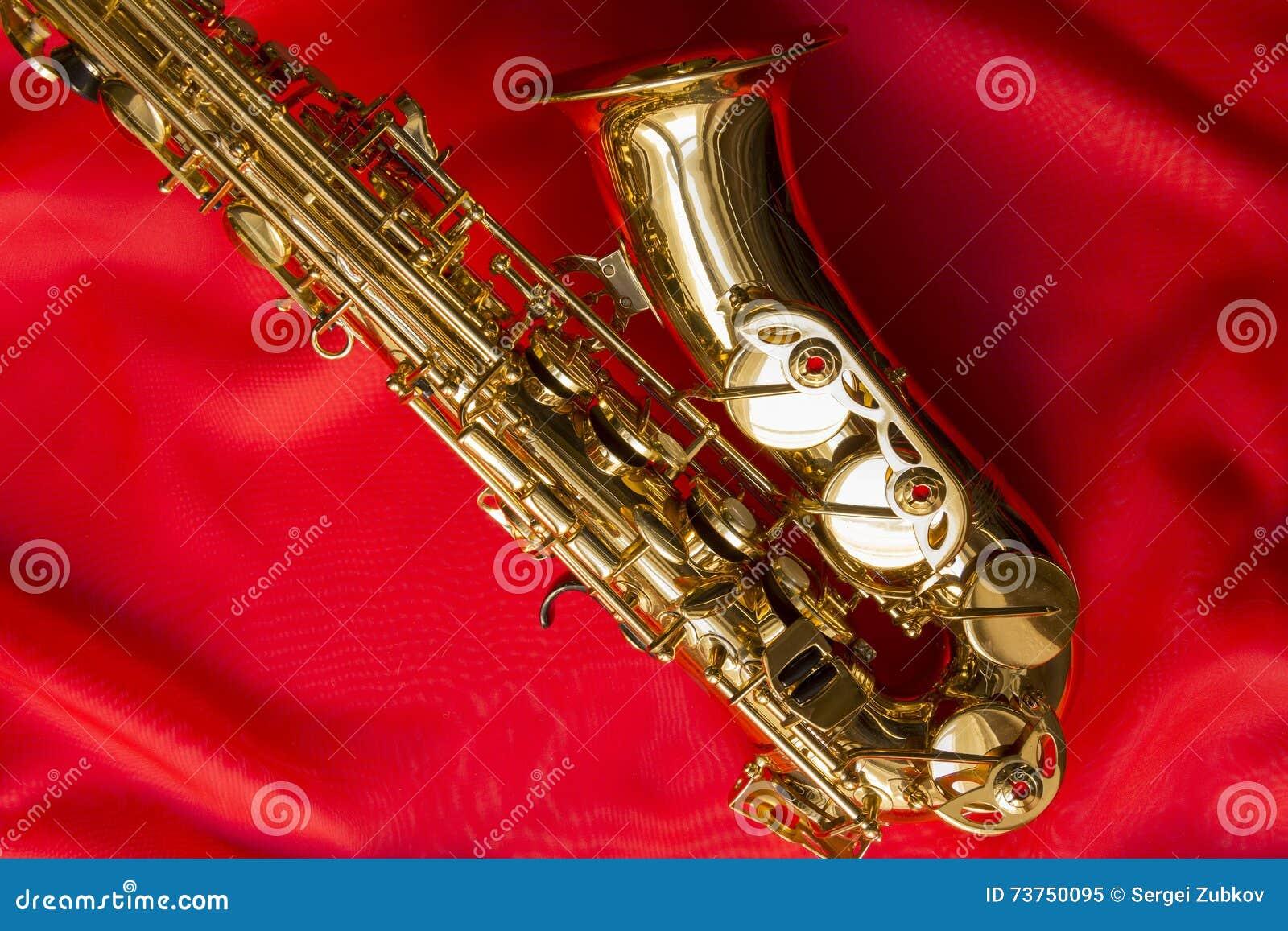 Красивый золотой саксофон стоковое изображение. изображение ...