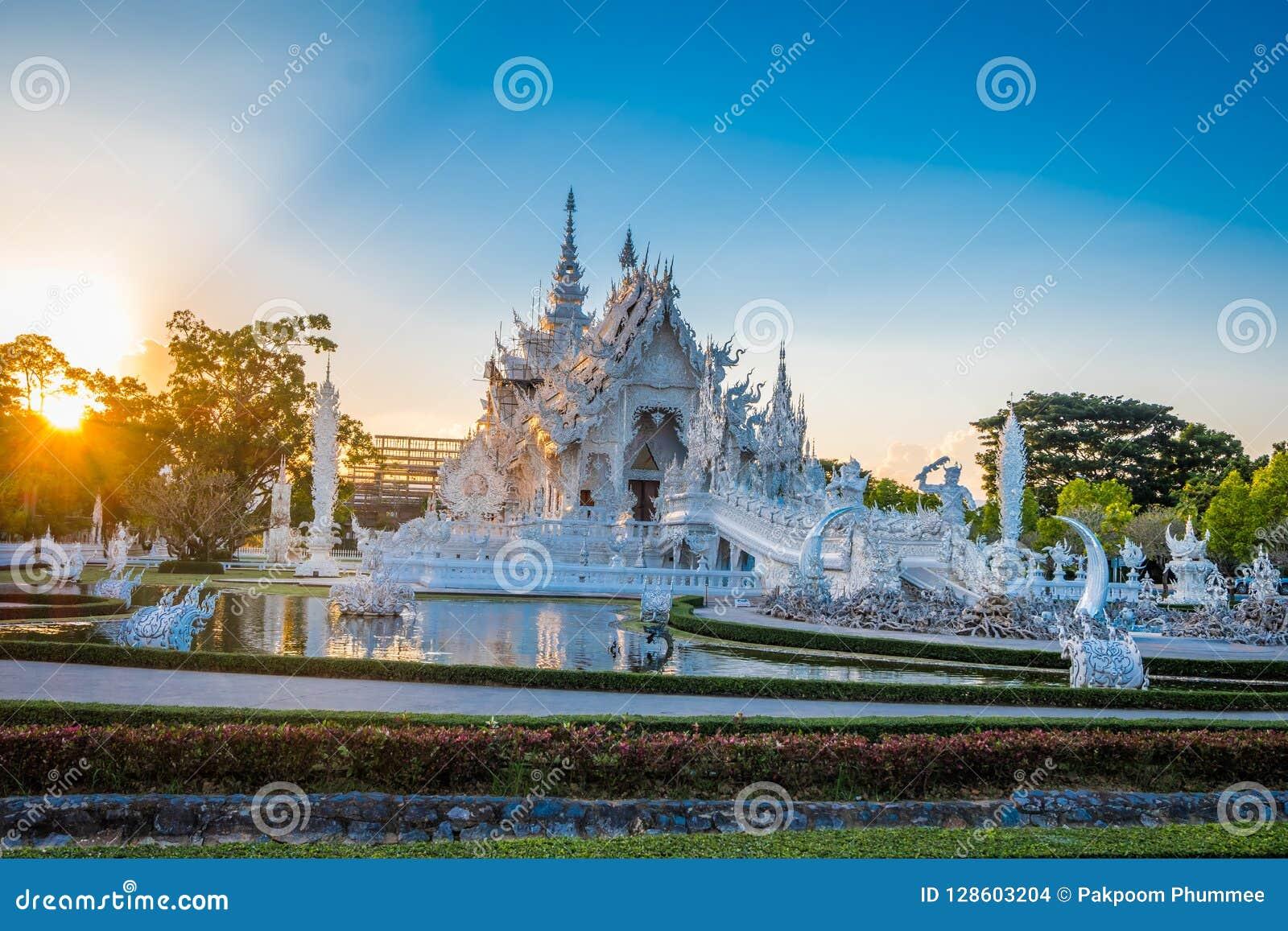 Красивый и изумительный белый висок искусства на Wat Rong Khun Chiang Rai, Таиланде это туристское назначение