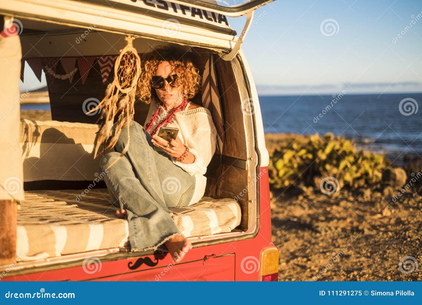 Блондинка в фургоне 11