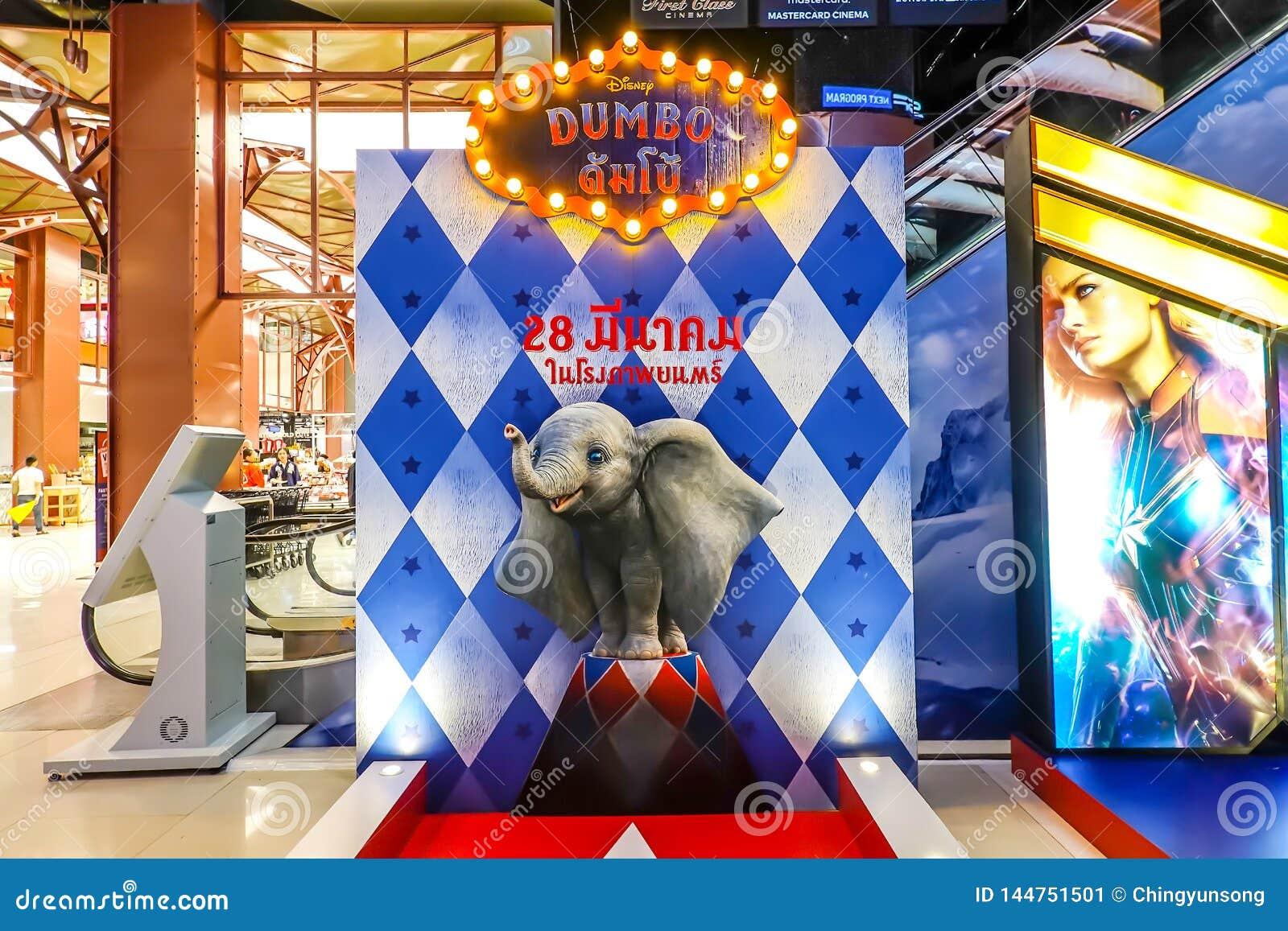 Красивый картон standee фильма вызвал дисплей Dumbo на кино для того чтобы п