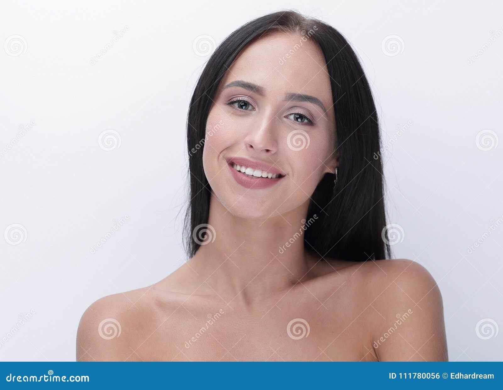 Красивый конец девушки вверх по портрету стороны с длинной прической