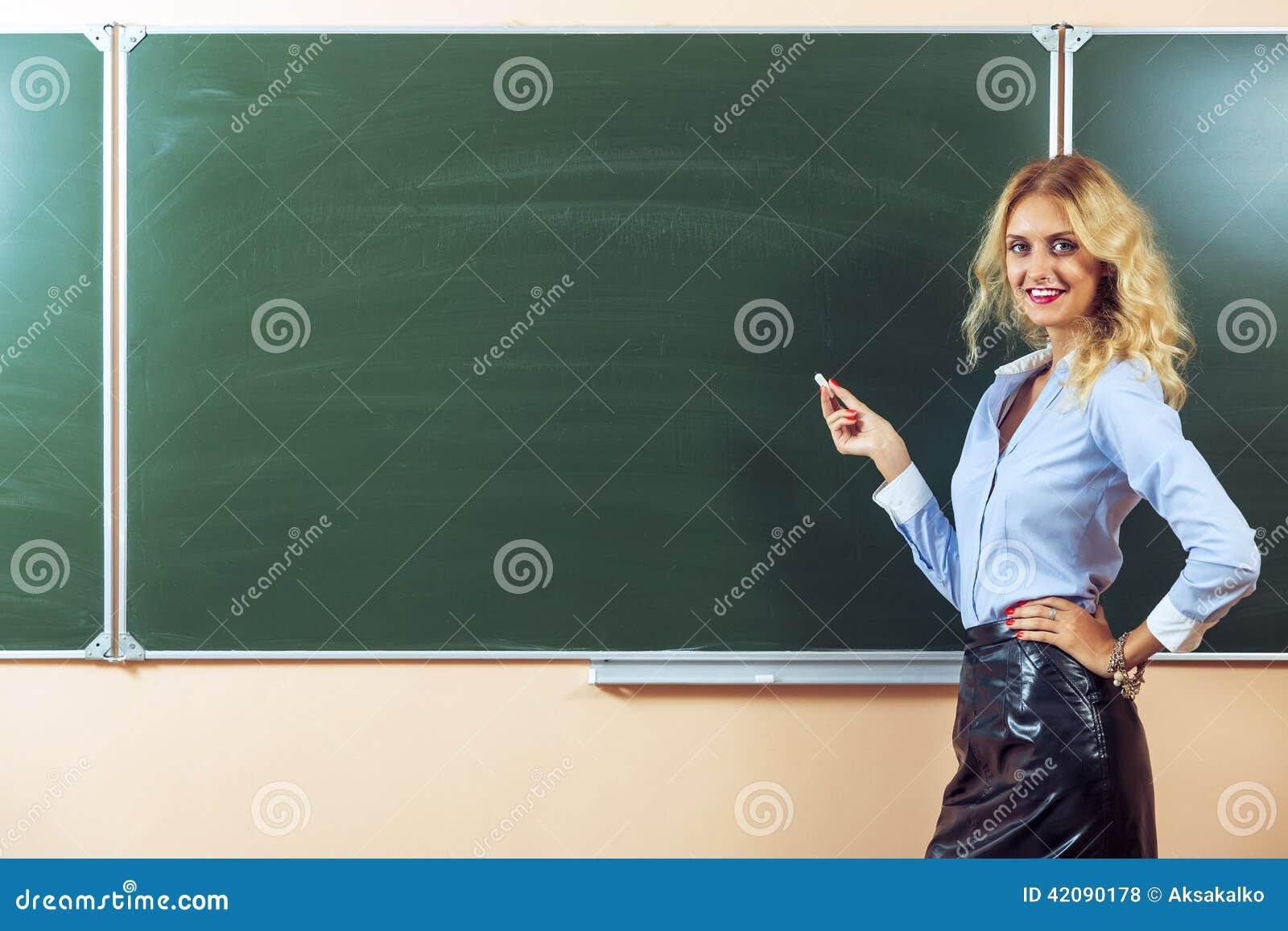 Секс молодой русской учительницы с учеником смотреть бесплатно, Зрелая русская учительница занимается сексом 25 фотография