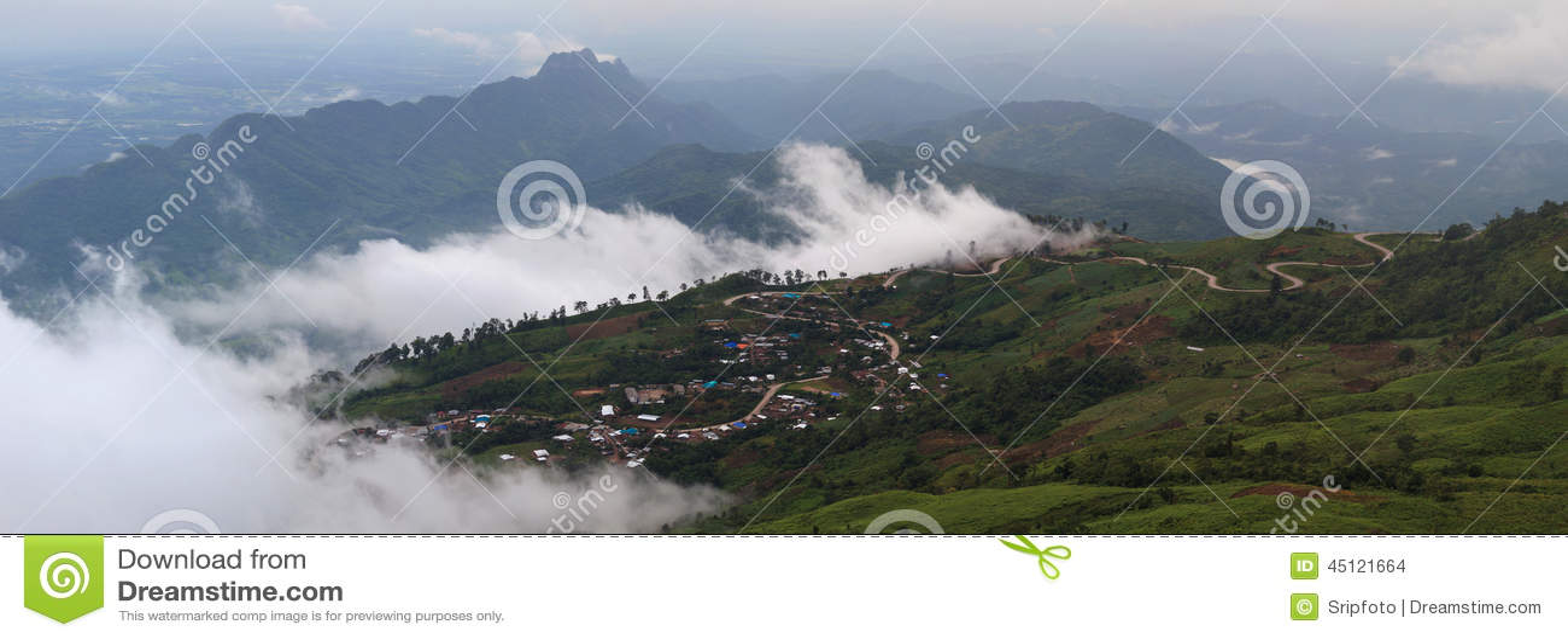 Красивый пейзаж горы в Phutabberk Phetchabun, Таиланде