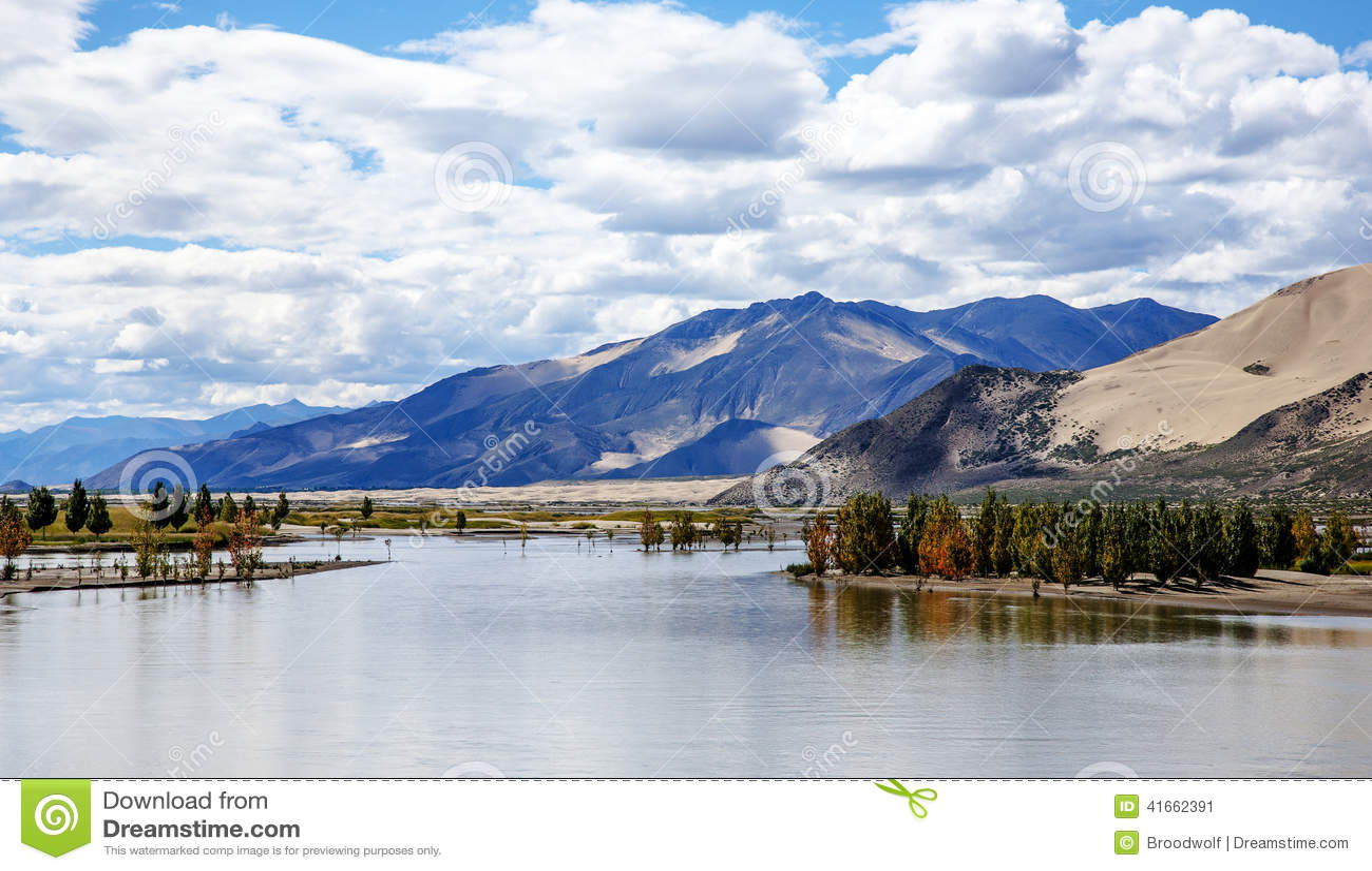 Красивый пейзаж тибетского плато
