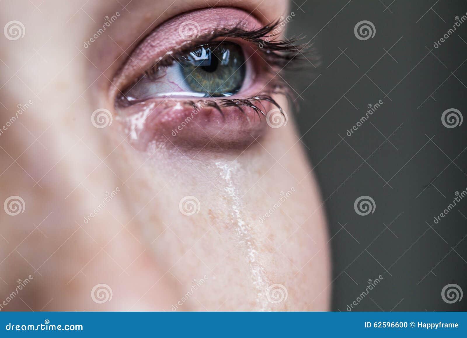 Красивый плакать маленькой девочки