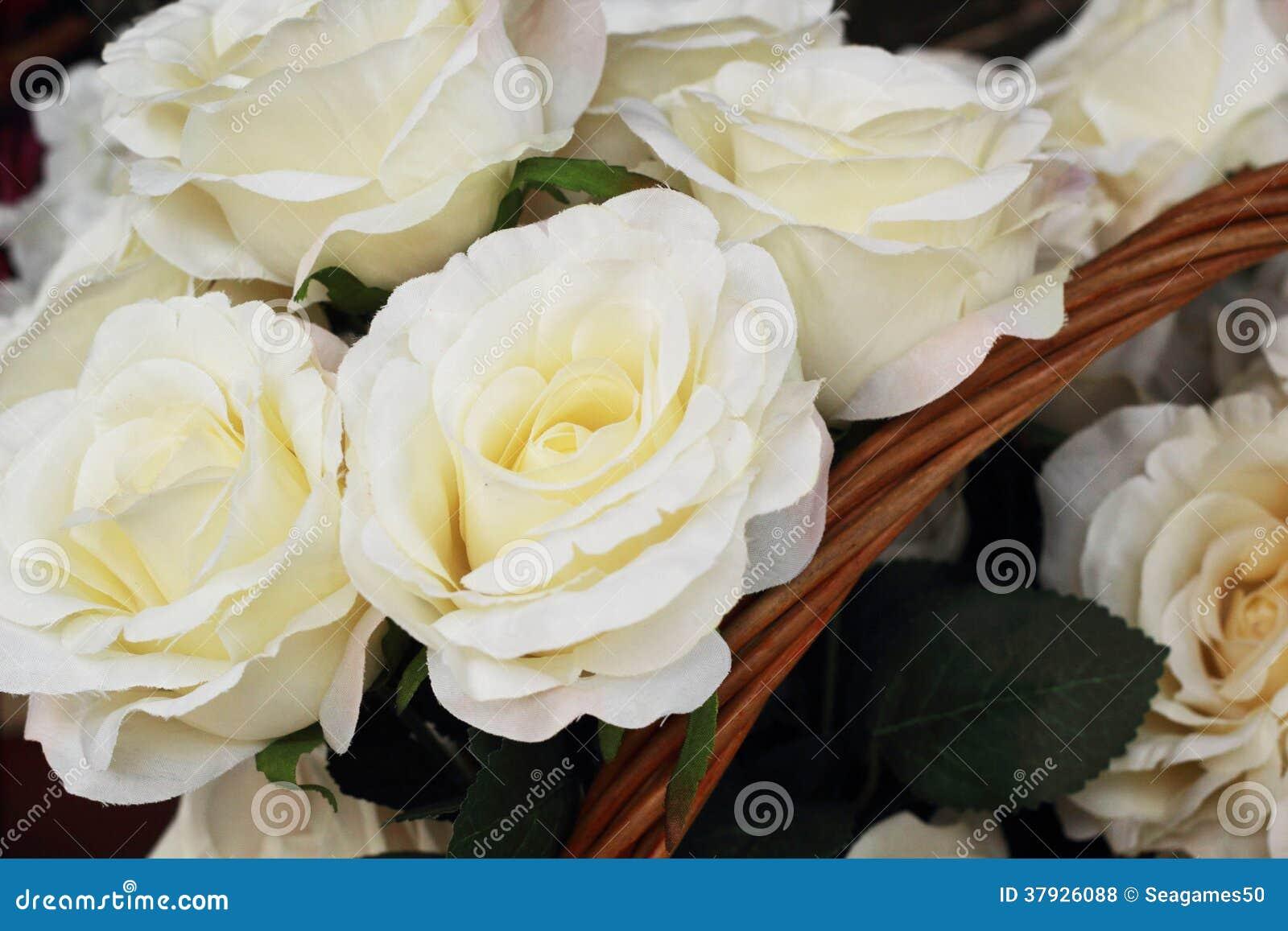 Красивый розовых искусственных цветков
