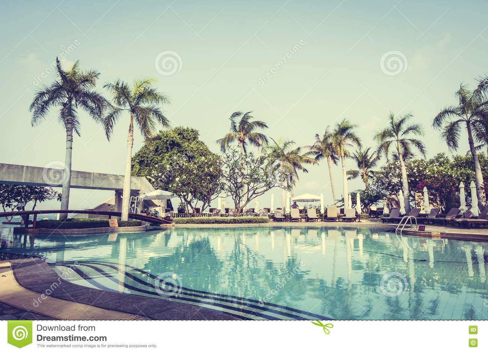 Download Красивый роскошный бассейн стоковое изображение. изображение насчитывающей спа - 72292955