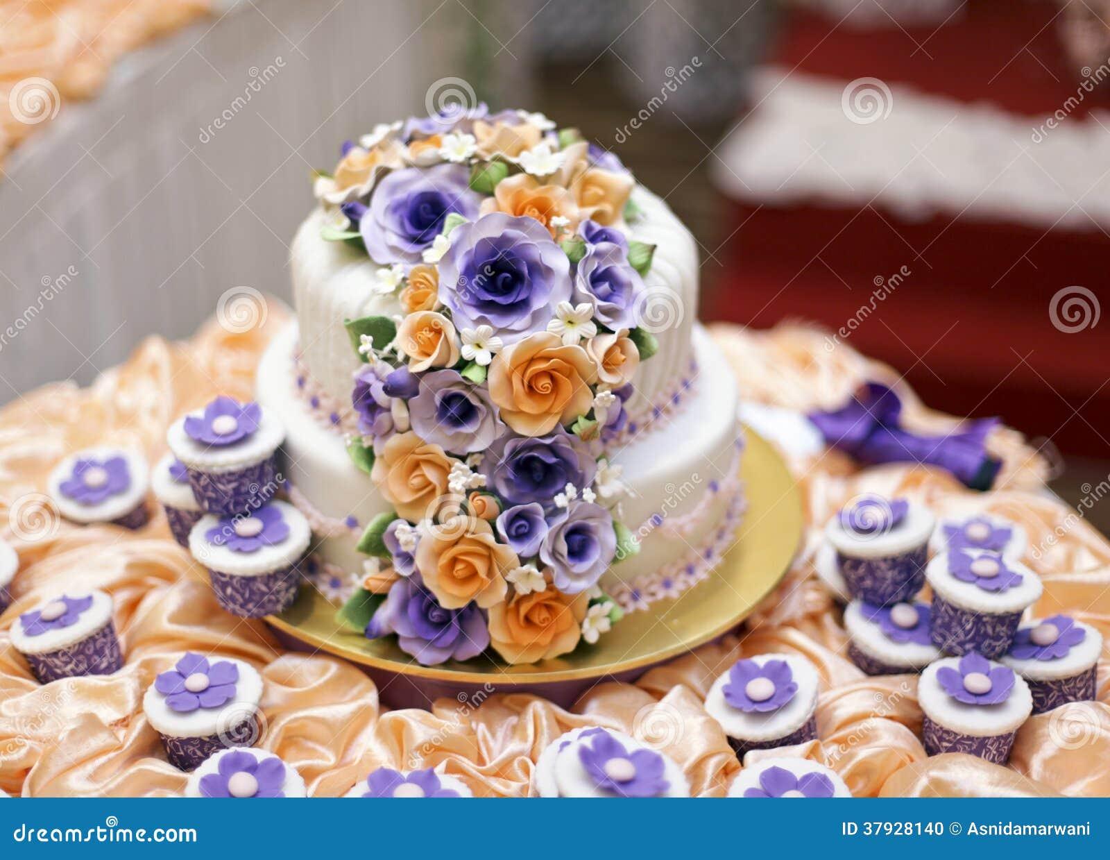 Красивый свадебный пирог