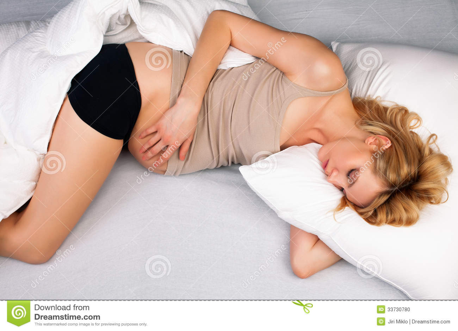 Красивый спать беременной женщины