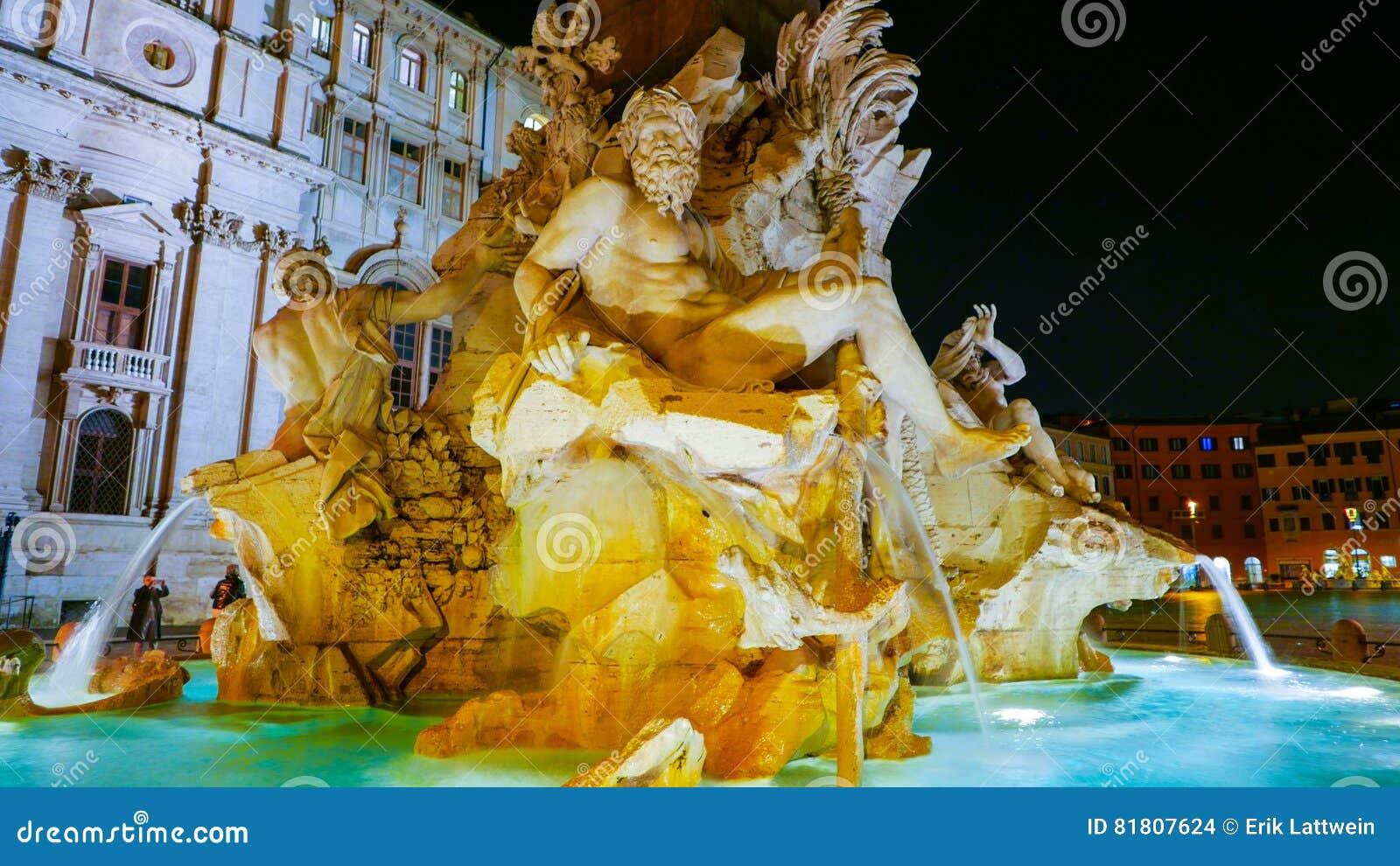 Красивый фонтан 4 рек на аркаде Navona в Риме