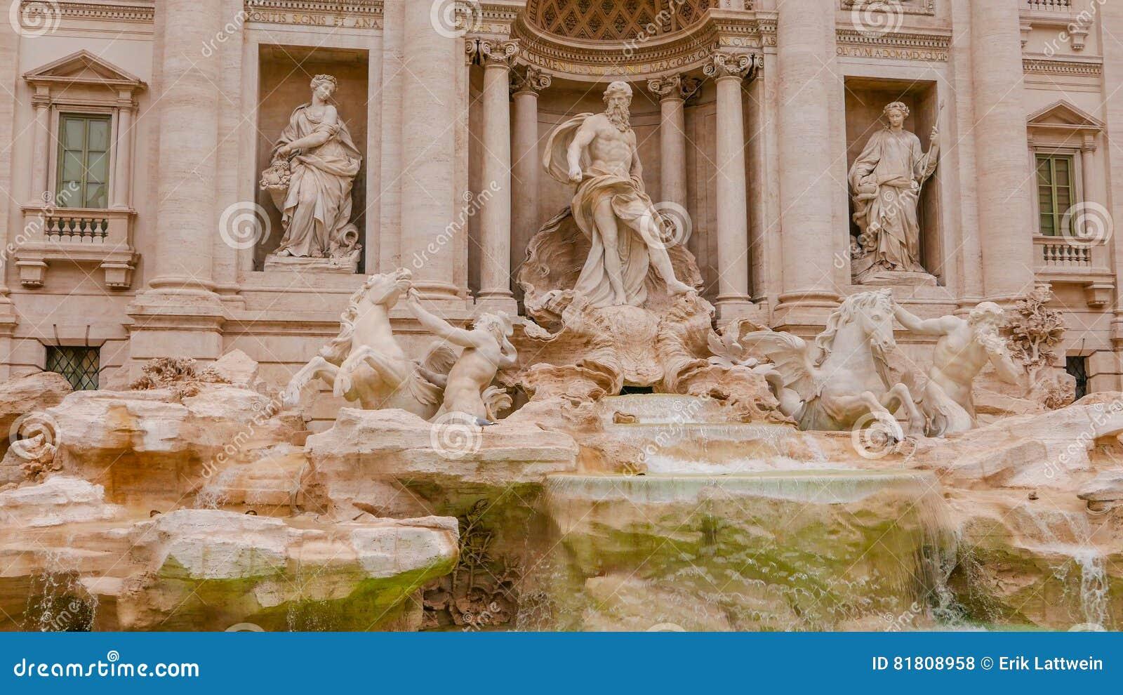 Красивый фонтан Trevi в Риме - известном ориентир ориентире