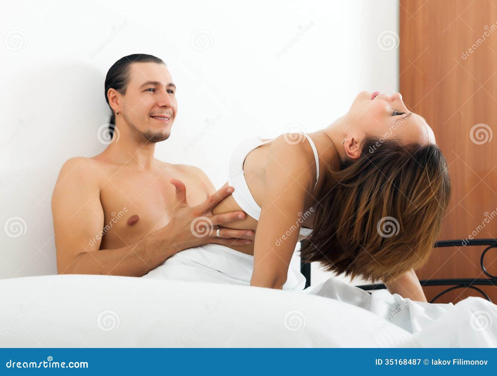 krasivie-kartinki-seks-zhenshina-sidya