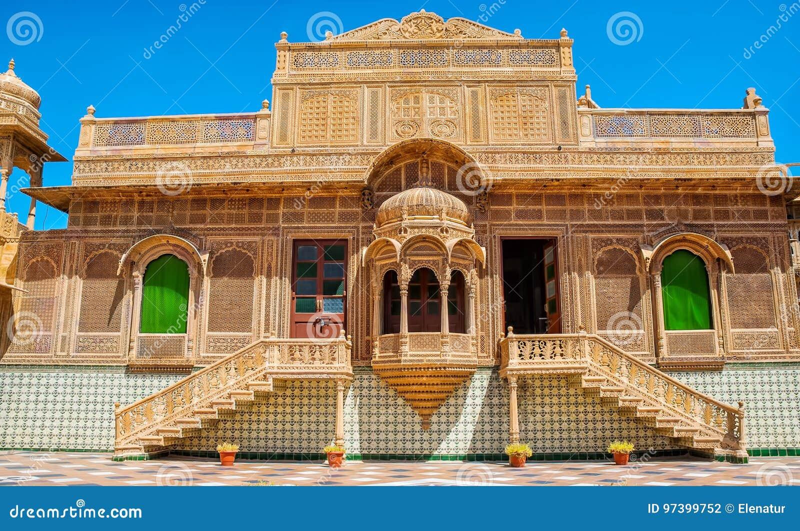 Красивый экстерьер дворца Mandir в Jaisalmer, Раджастхане, Индии Jaisalmer очень популярное туристское назначение в Rajasth