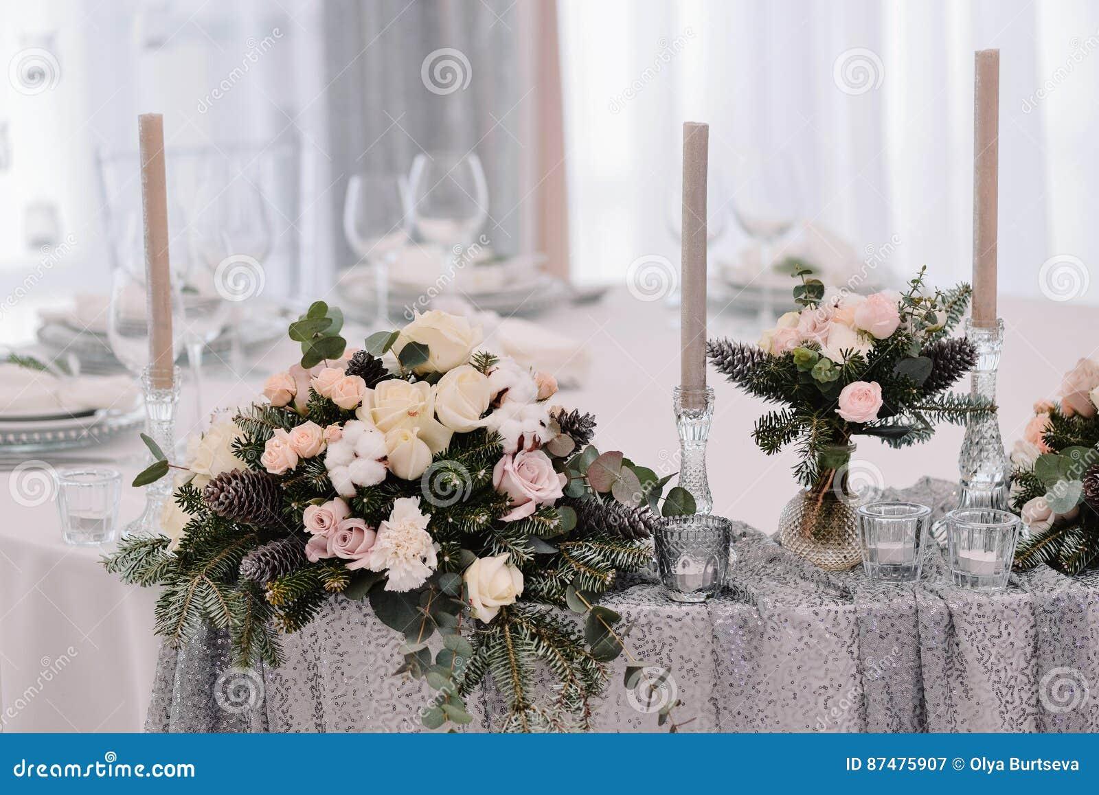 Красивый tenderless букет на таблице свадьбы