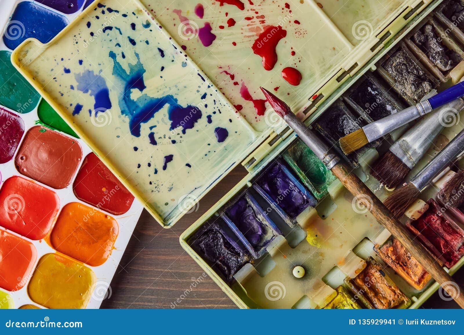 Краска акварели на таблице