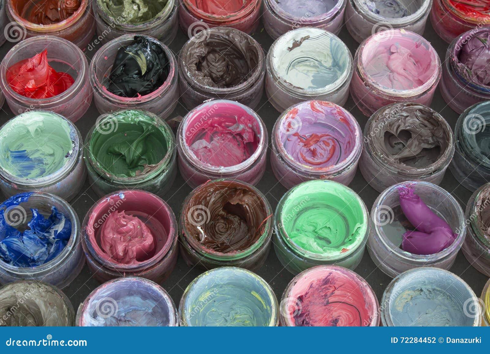 Download Краска масла в круглых контейнерах Стоковое Фото - изображение насчитывающей yellow, цветы: 72284452