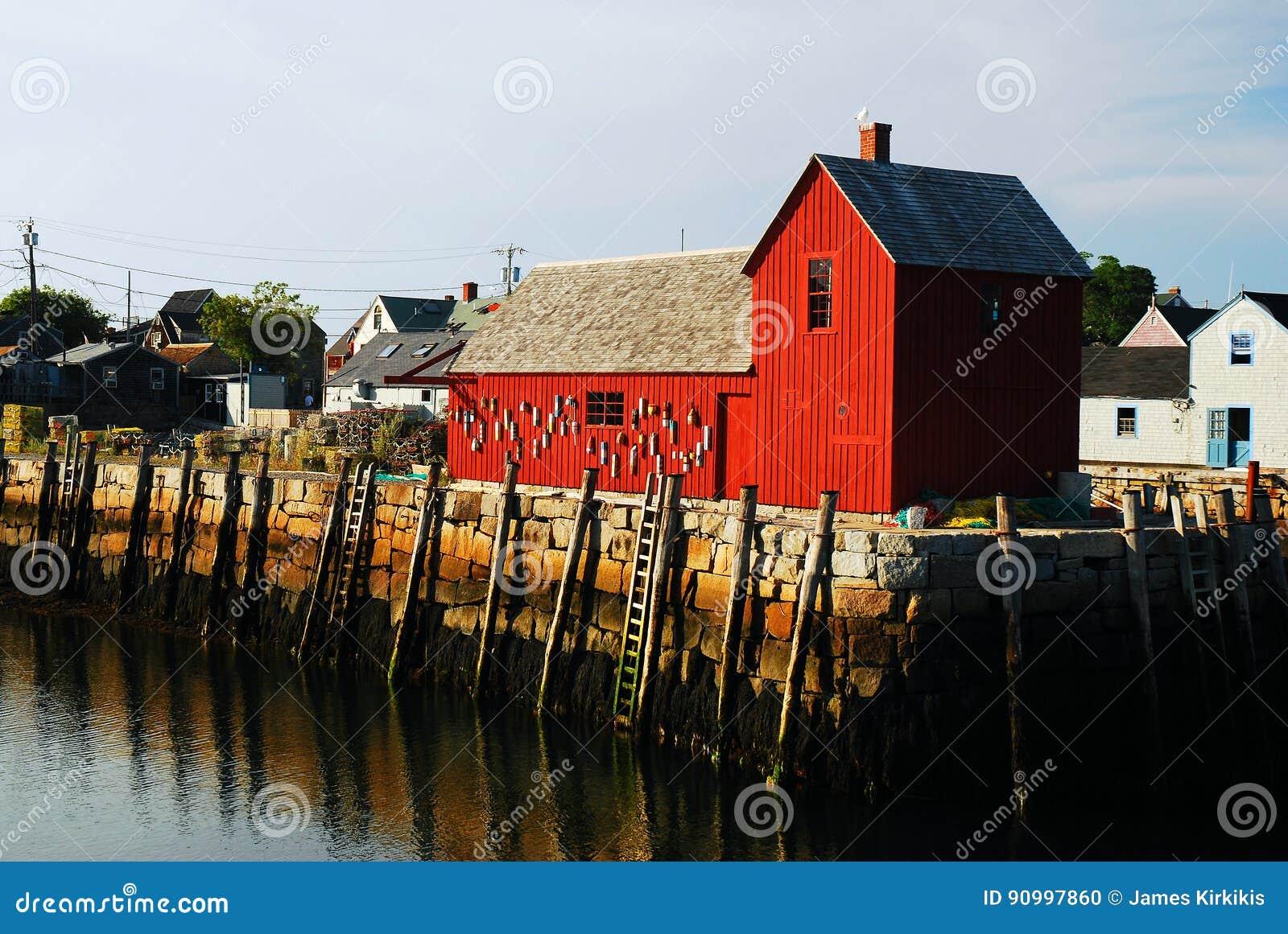Красная лачуга Lobstar вдоль побережья Новой Англии