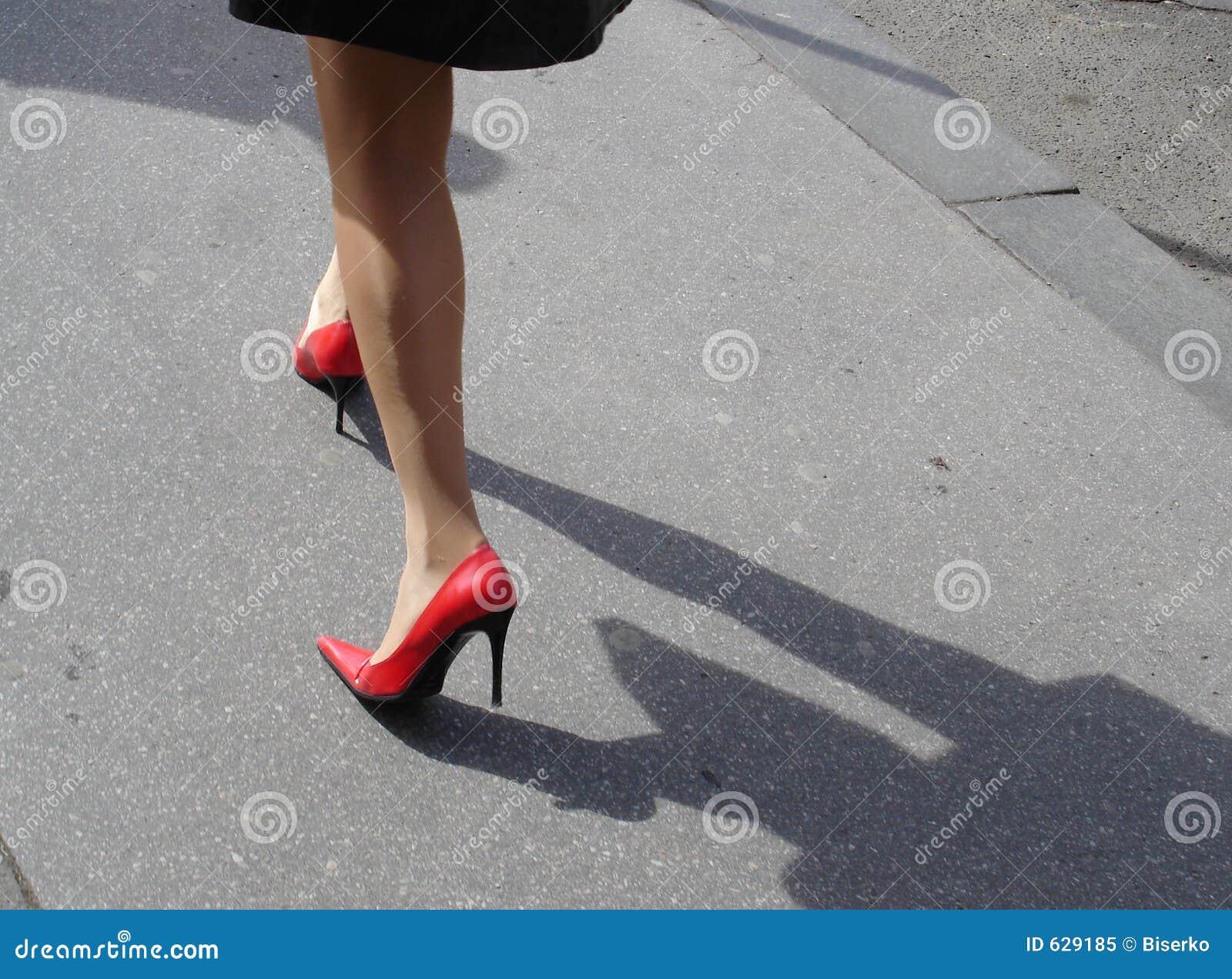 Download красные ботинки стоковое изображение. изображение насчитывающей adulteration - 629185