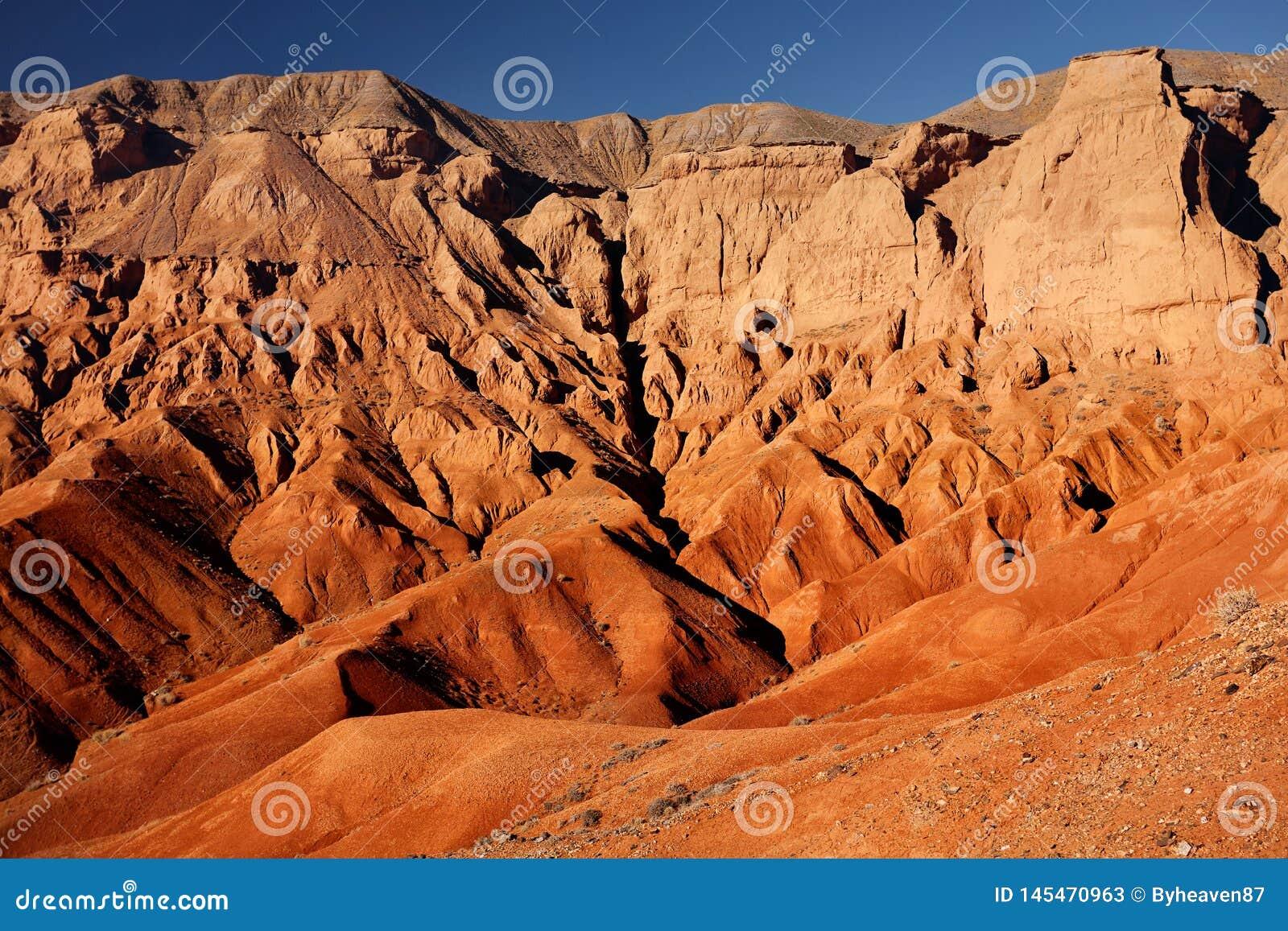 Красные горы пустыни
