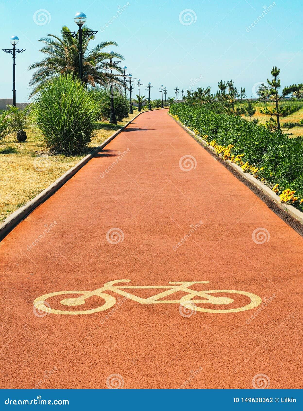 Красные майна или путь цикла со знаком велосипеда