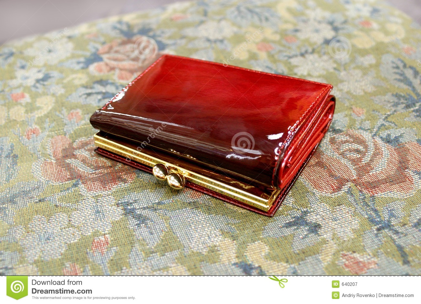 Download красный бумажник стоковое изображение. изображение насчитывающей коммерция - 640207