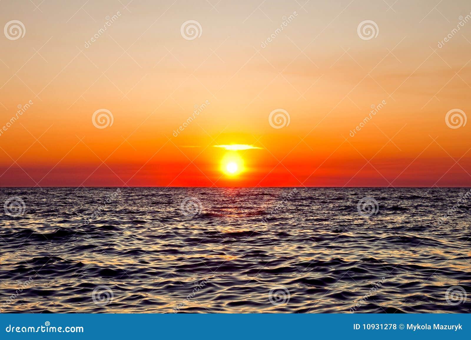 красный заход солнца