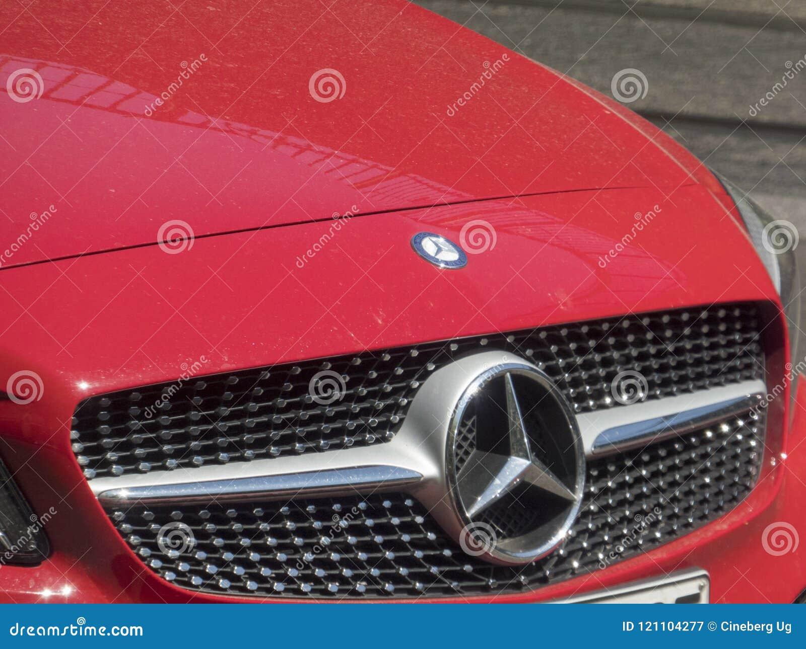 Красный Мерседес - автомобиль Benz