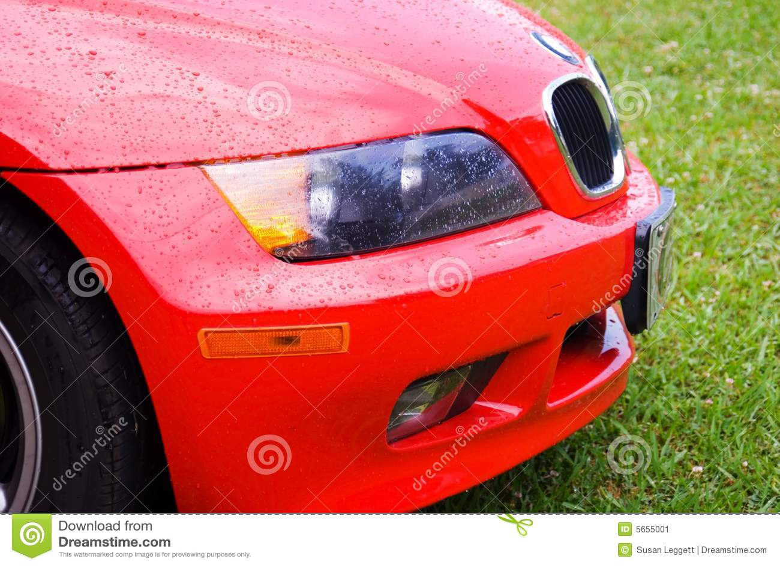 красный цвет дождя автомобиля