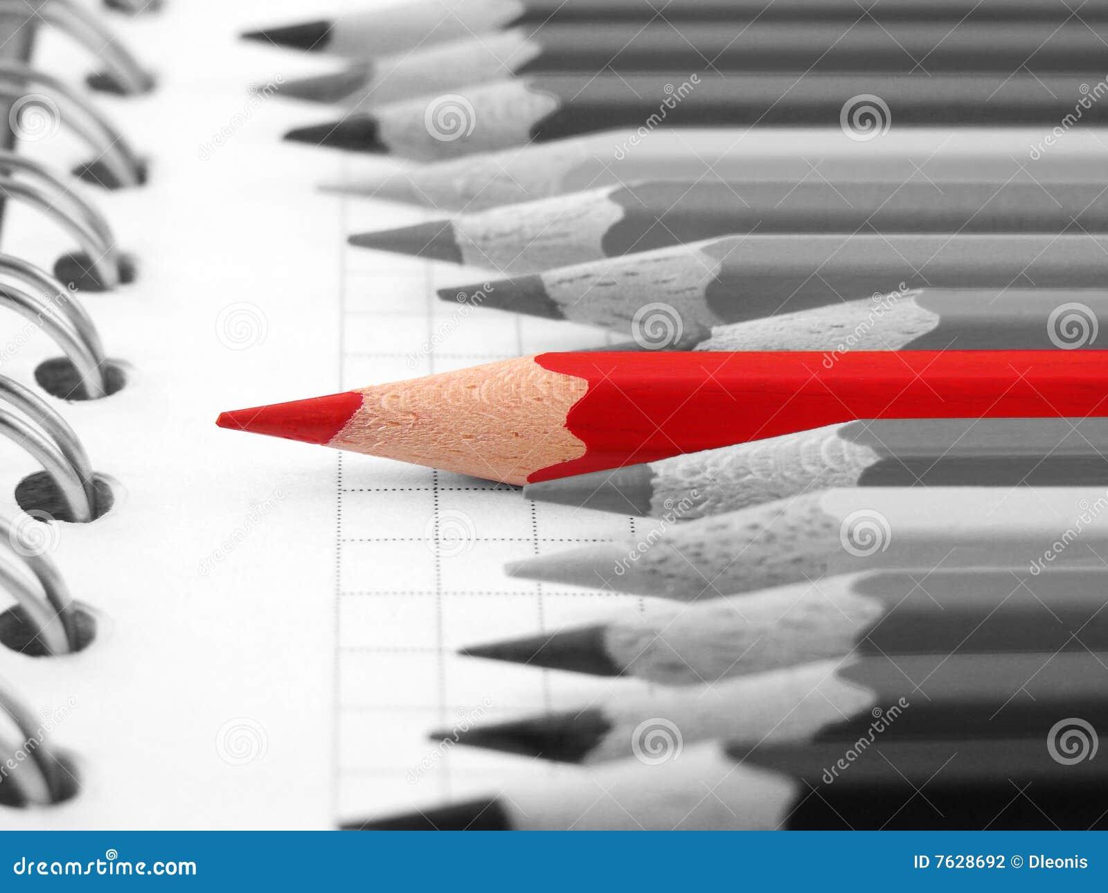 красный цвет карандаша