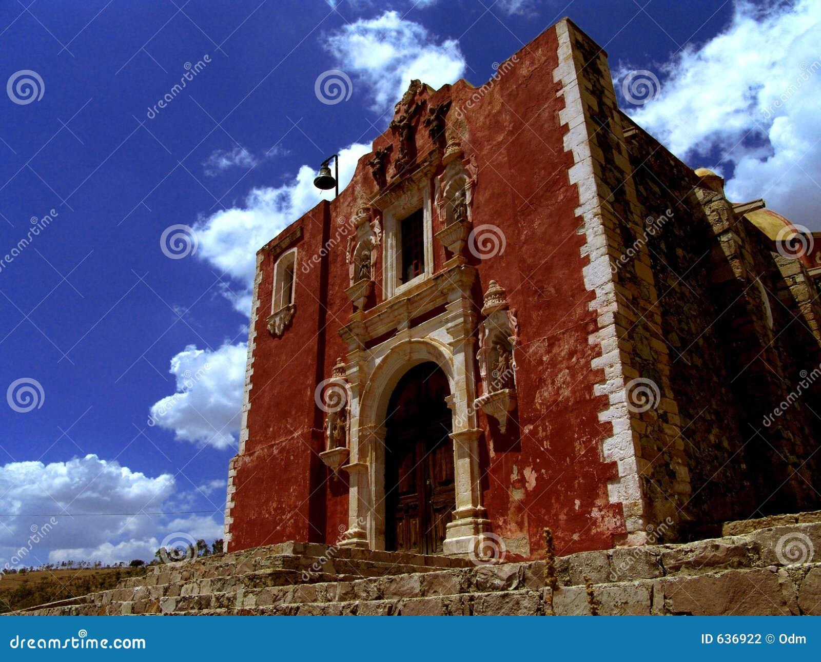 Download красный цвет Мексики церков кирпича Стоковое Фото - изображение насчитывающей красно, динамически: 636922