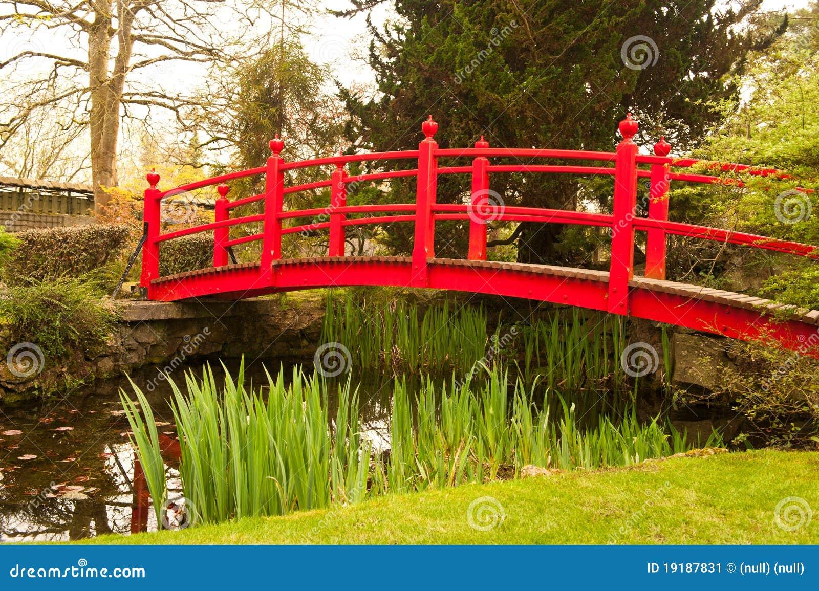 красный цвет моста