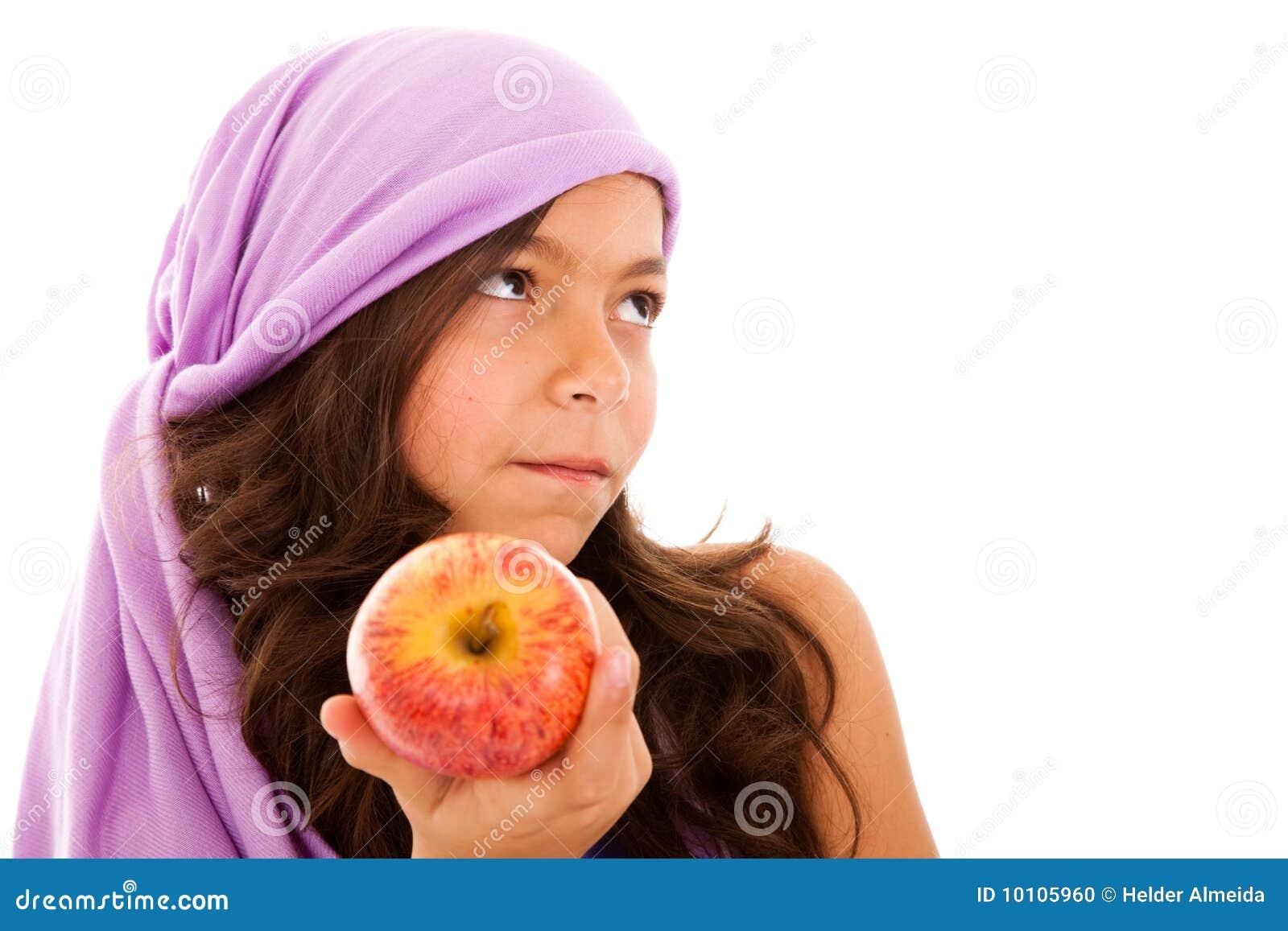 красный цвет ребенка яблока показывая детенышей