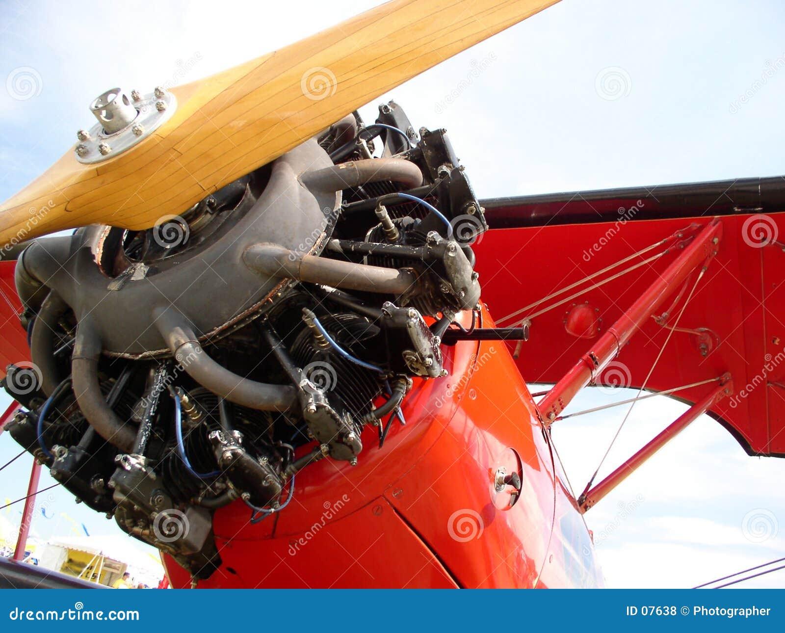 красный цвет самолет-биплана