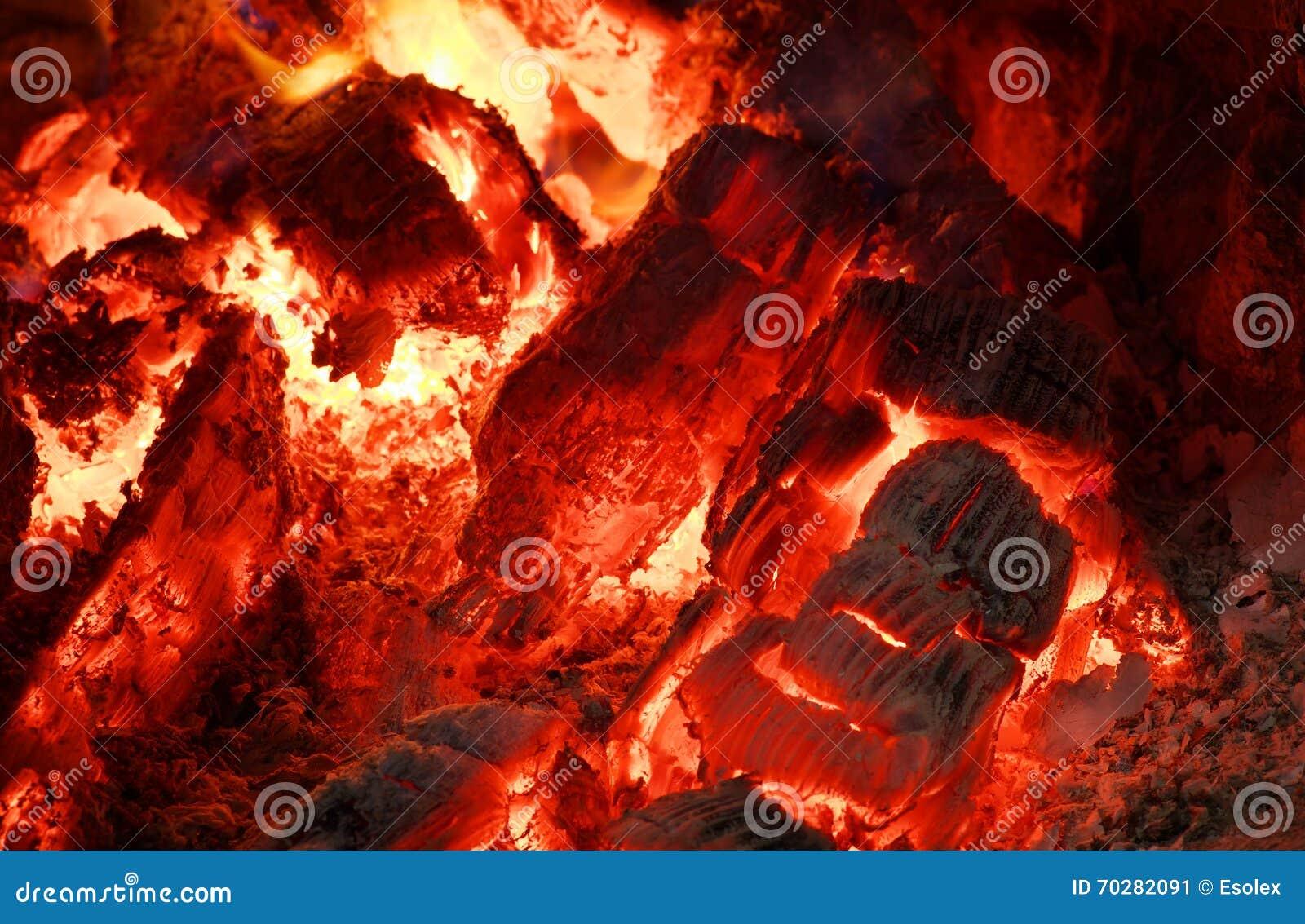 красный цвет углей горячий