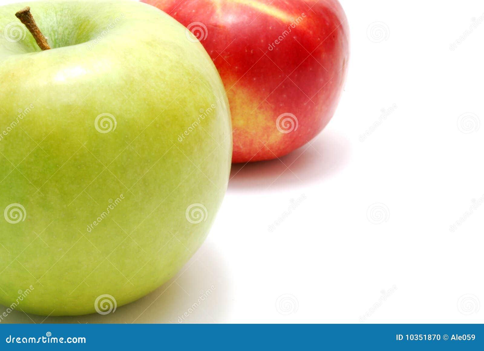 красный цвет яблок зеленый