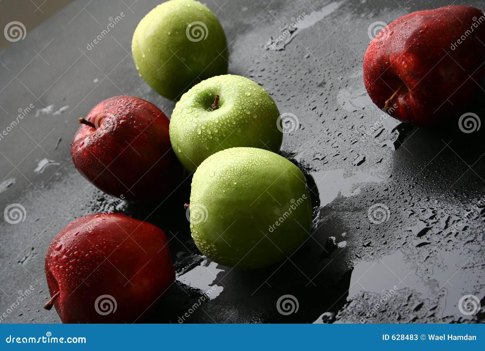 Download красный цвет яблок зеленый стоковое изображение. изображение насчитывающей применения - 628483