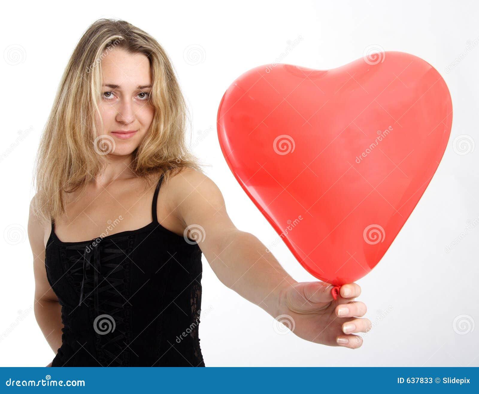 Download красный цвет 3 сердец стоковое изображение. изображение насчитывающей косметика - 637833