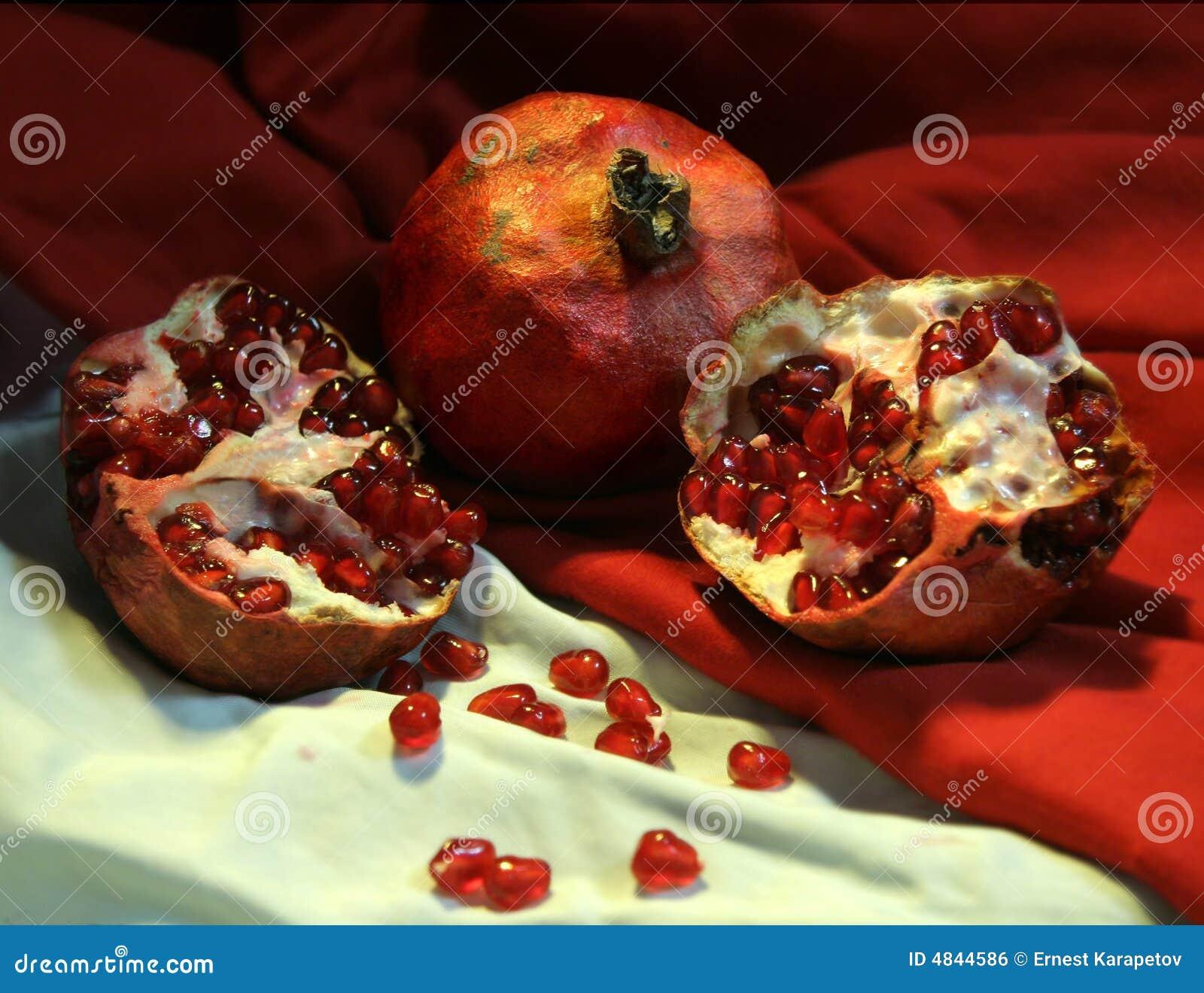 красный цвет 3 pomegranates