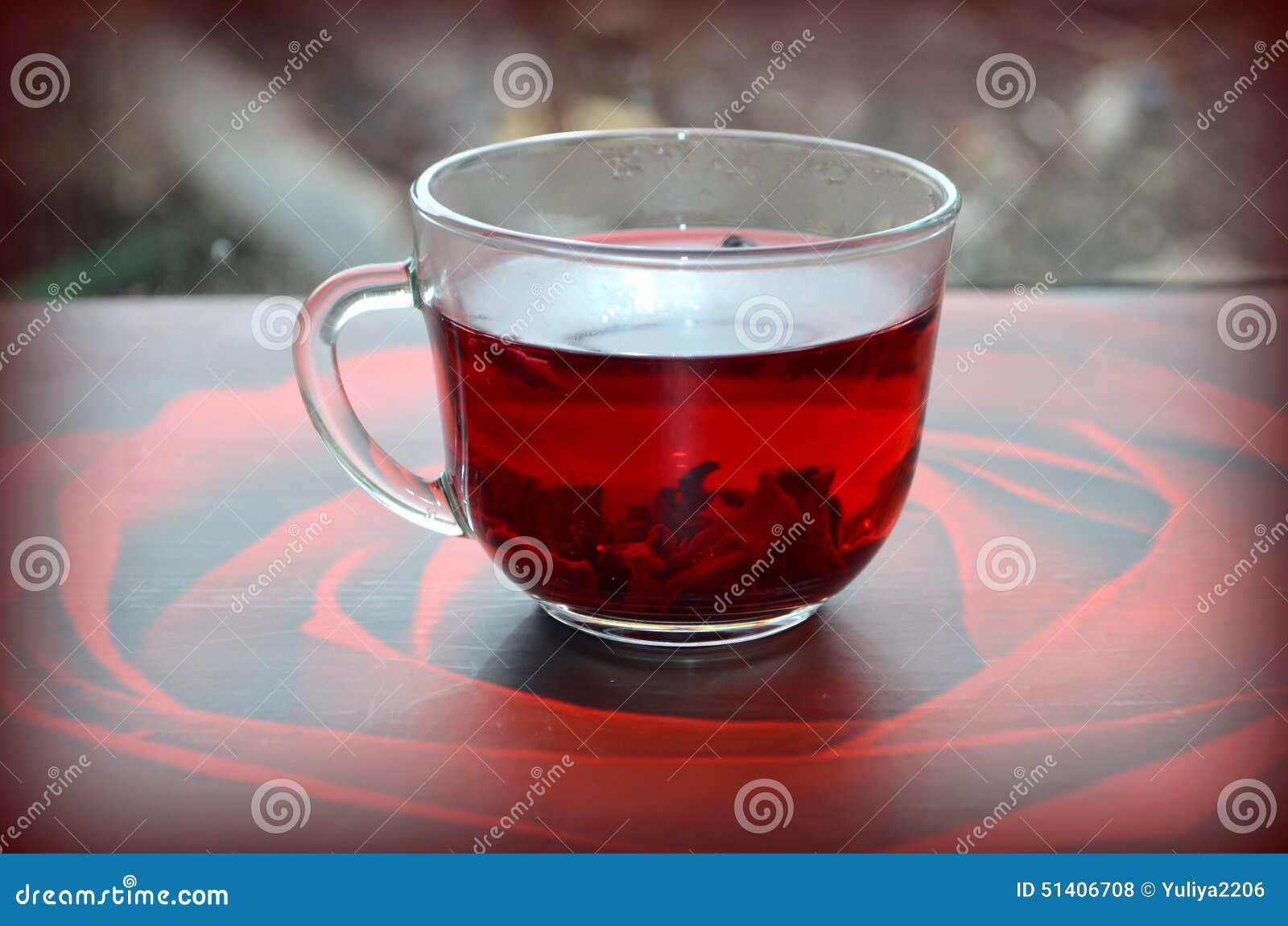 Красный чай гибискуса