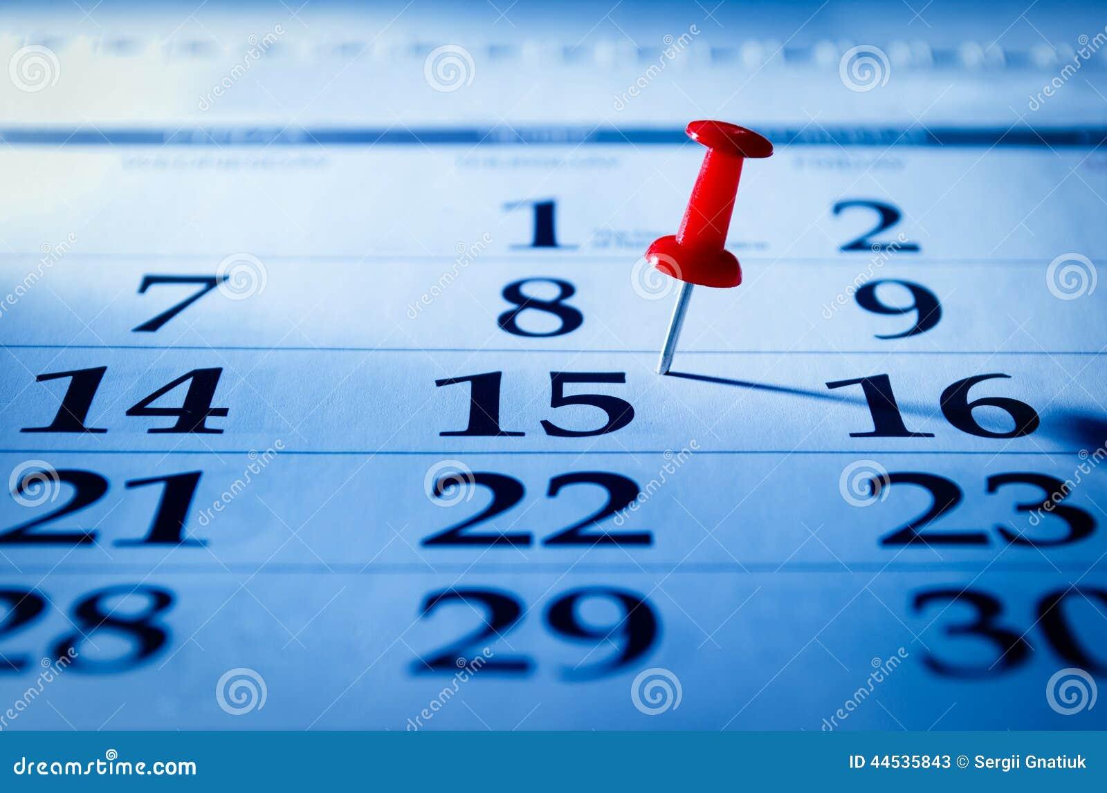 Красный штырь отмечать пятнадцатое на календаре