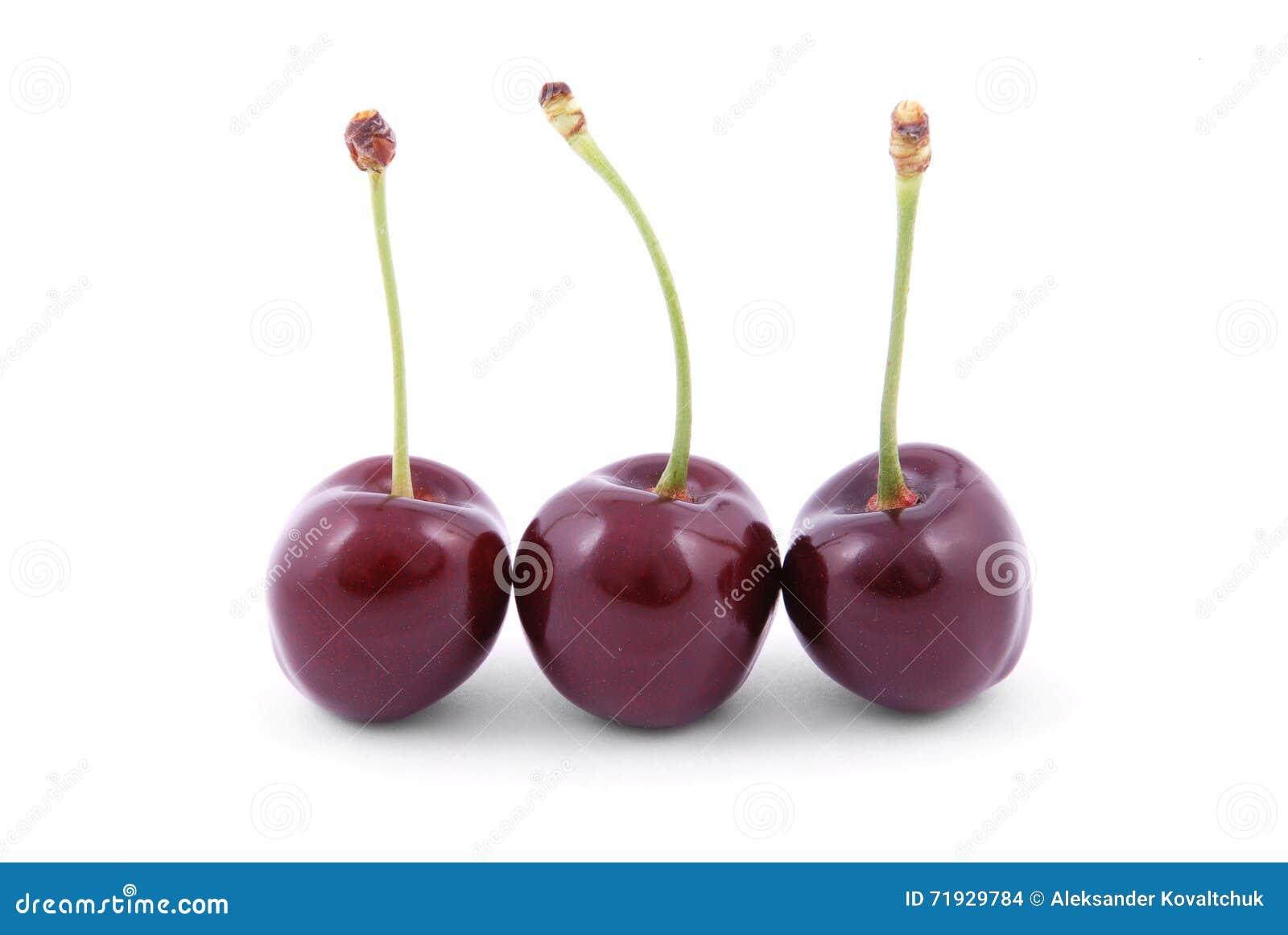 3 красных вишни