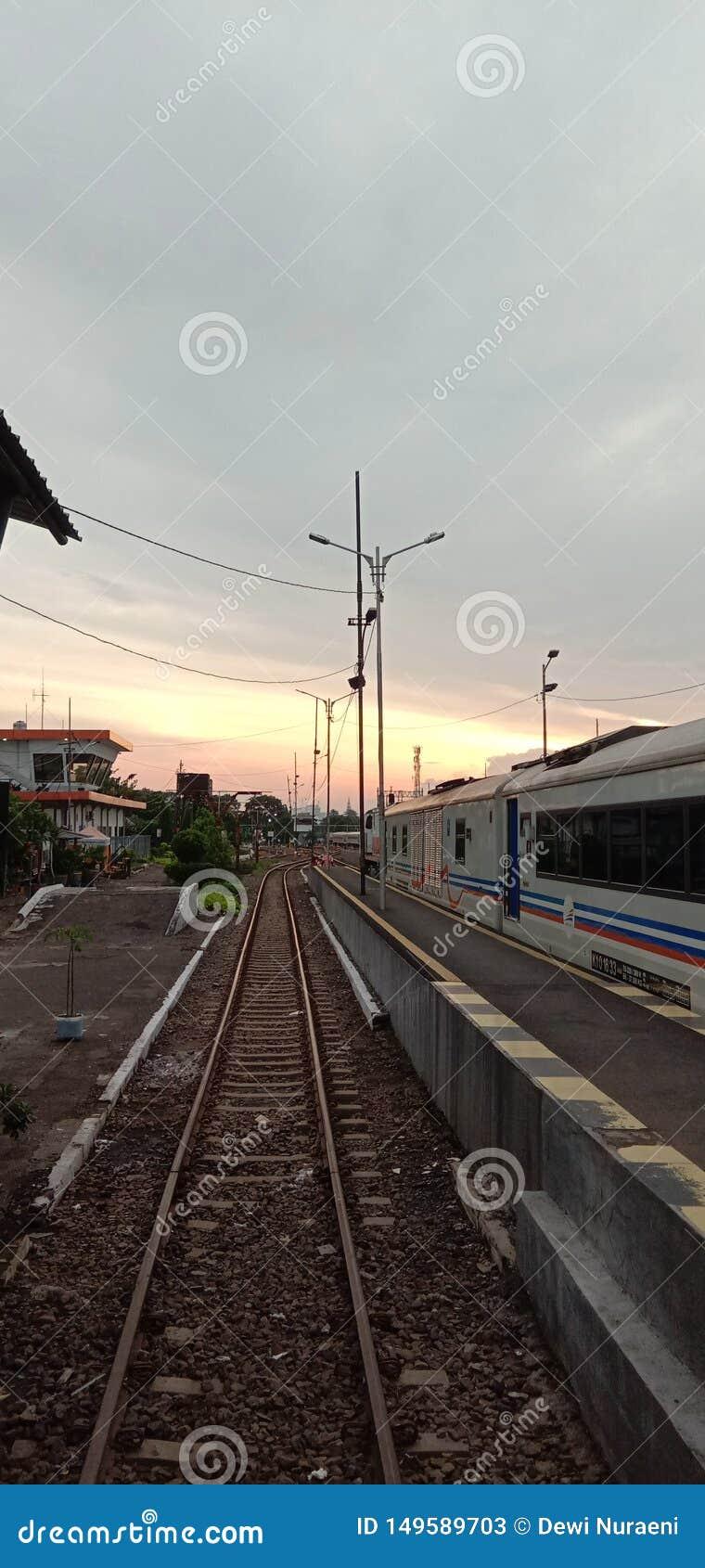Красота Сурабая на станции Pasar Turi