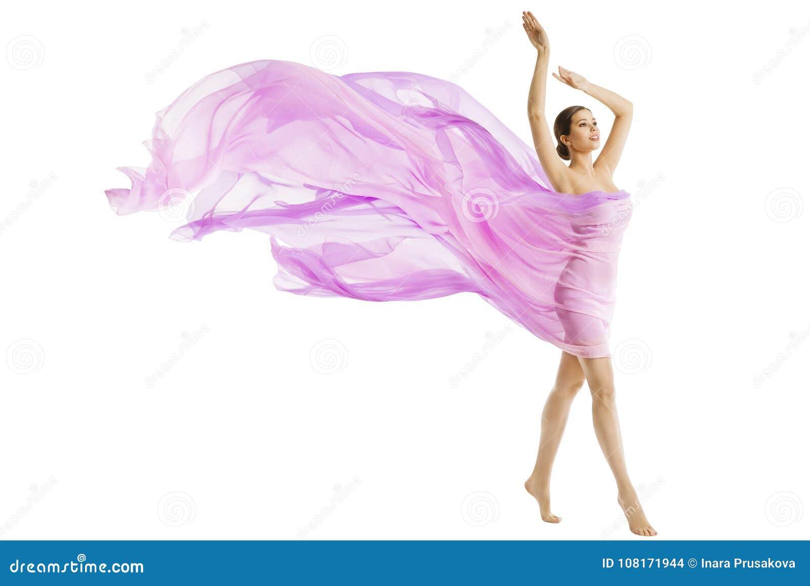Красота тела женщины, моделирует одетый в Silk розовой ткани летания