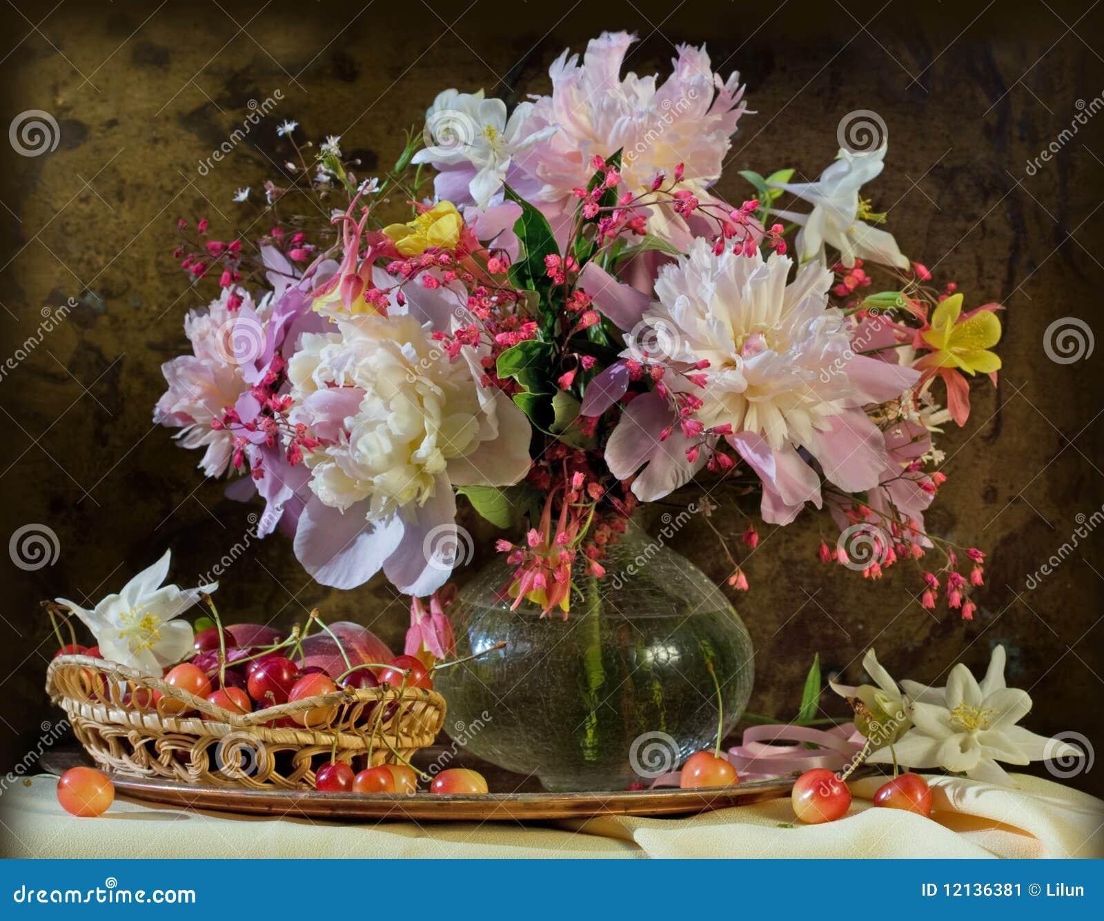 красотка цветет peonies жизни все еще