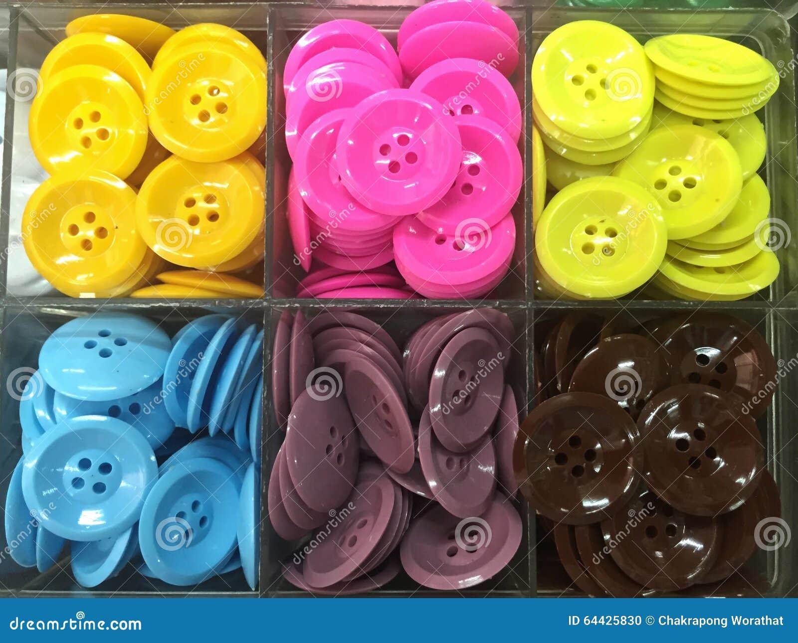 Красочная рубашка кнопки в пластичной коробке