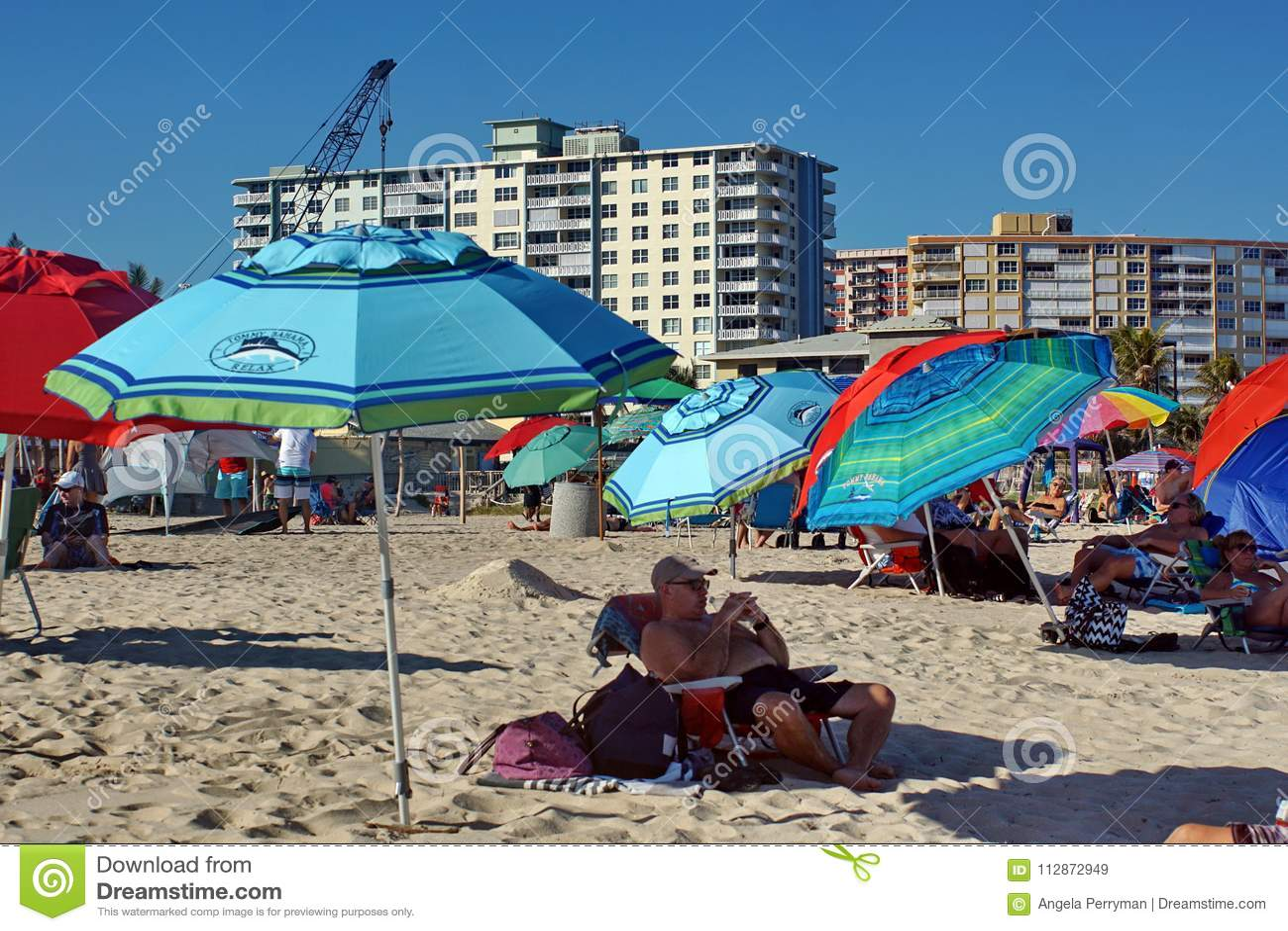 Красочные зонтики на пляже в Fort Lauderdale
